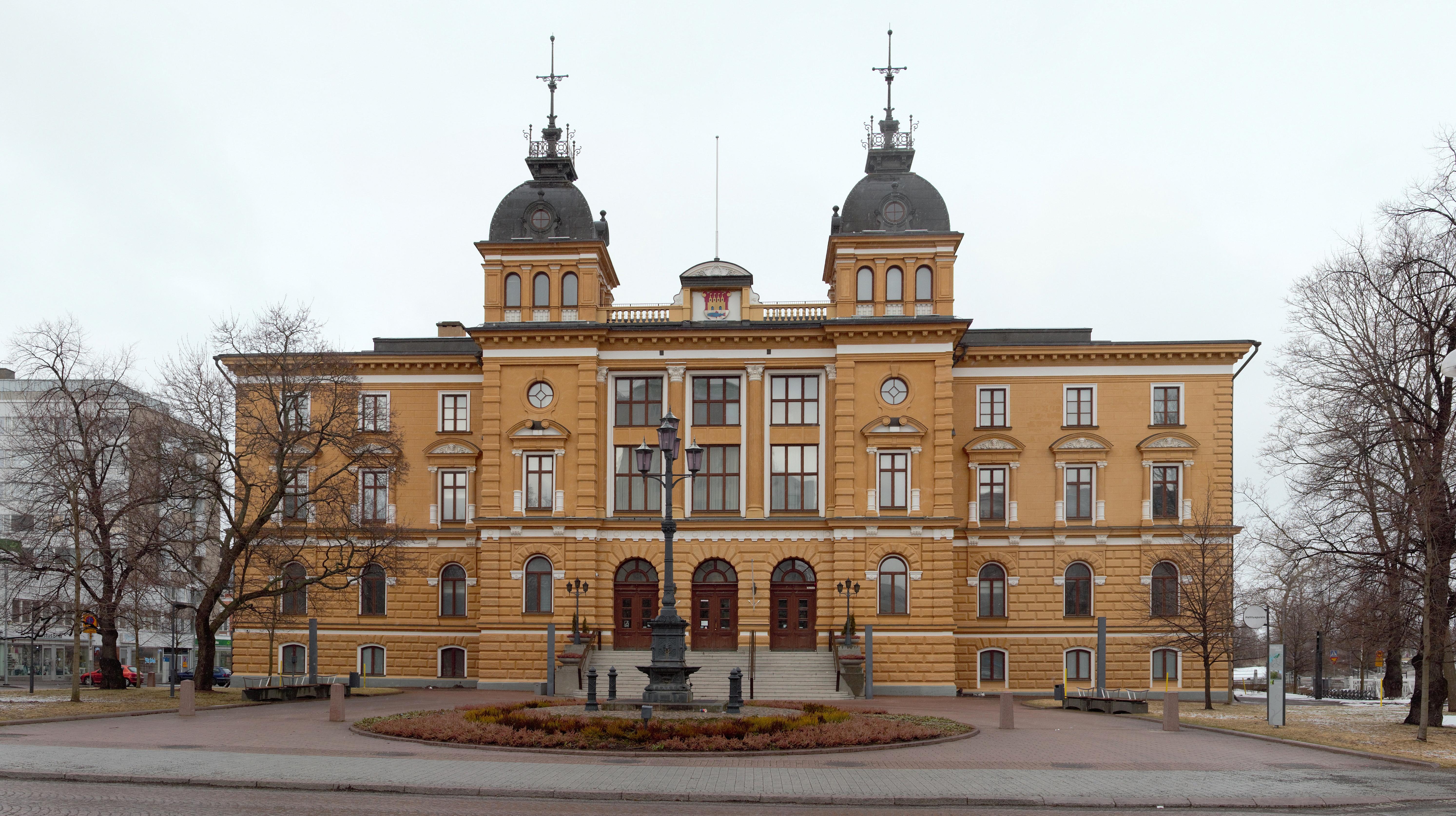 https://upload.wikimedia.org/wikipedia/commons/5/5d/Oulu_City_Hall_20150403.jpg