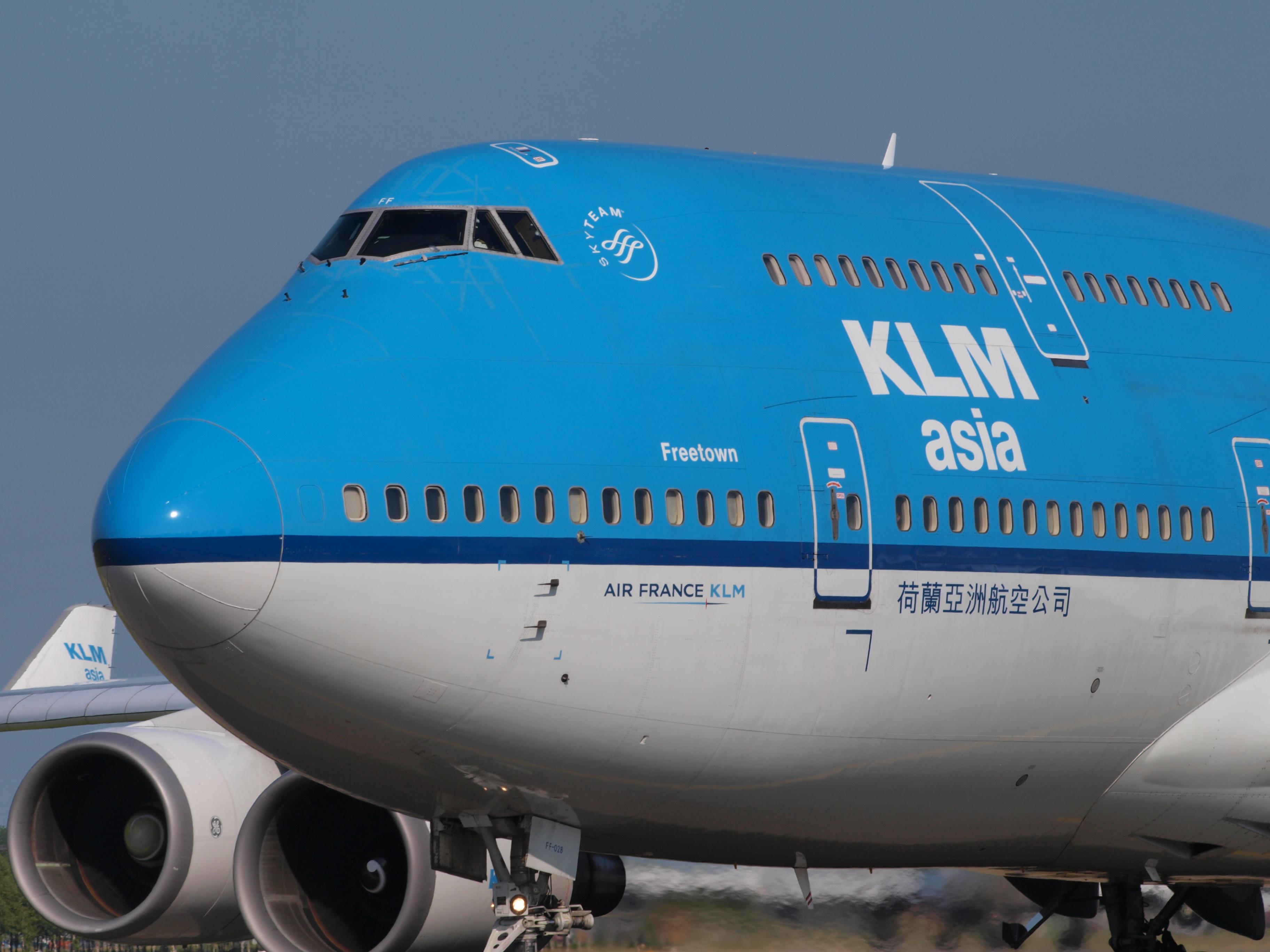 Description PH-BFF KLM Royal Dutch Airlines Boeing 747-406(M) - cn ...: https://commons.wikimedia.org/wiki/File:PH-BFF_KLM_Royal_Dutch_Airlines_Boeing_747-406(M)_-_cn_24202_taxiing_18july2013_pic-003.JPG