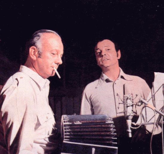 """Astor Piazzolla (izquierda) junto a Horacio Ferrer en la portada del disco """"En persona"""" de 1970."""