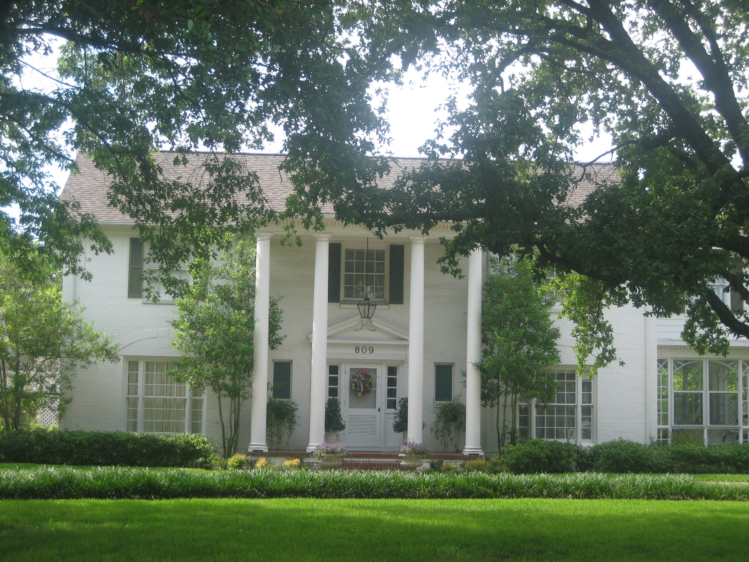 File plantation style home in madisonville tx img 1016 jpg for Plantation house