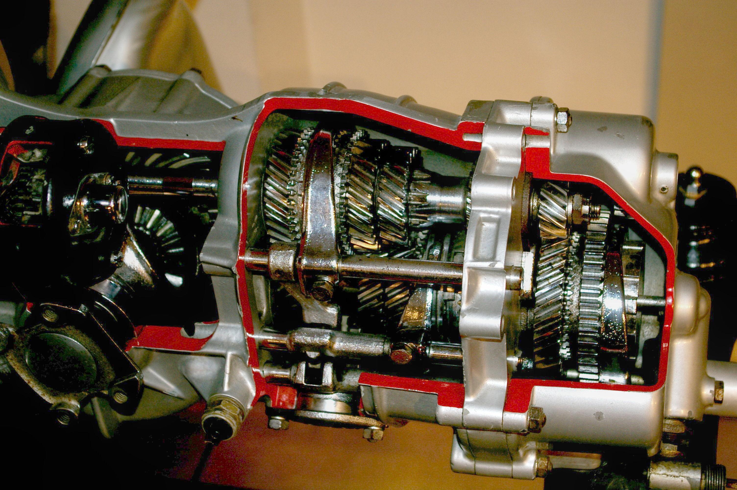 File Porsche Gearbox Cutaway Jpg Wikimedia Commons