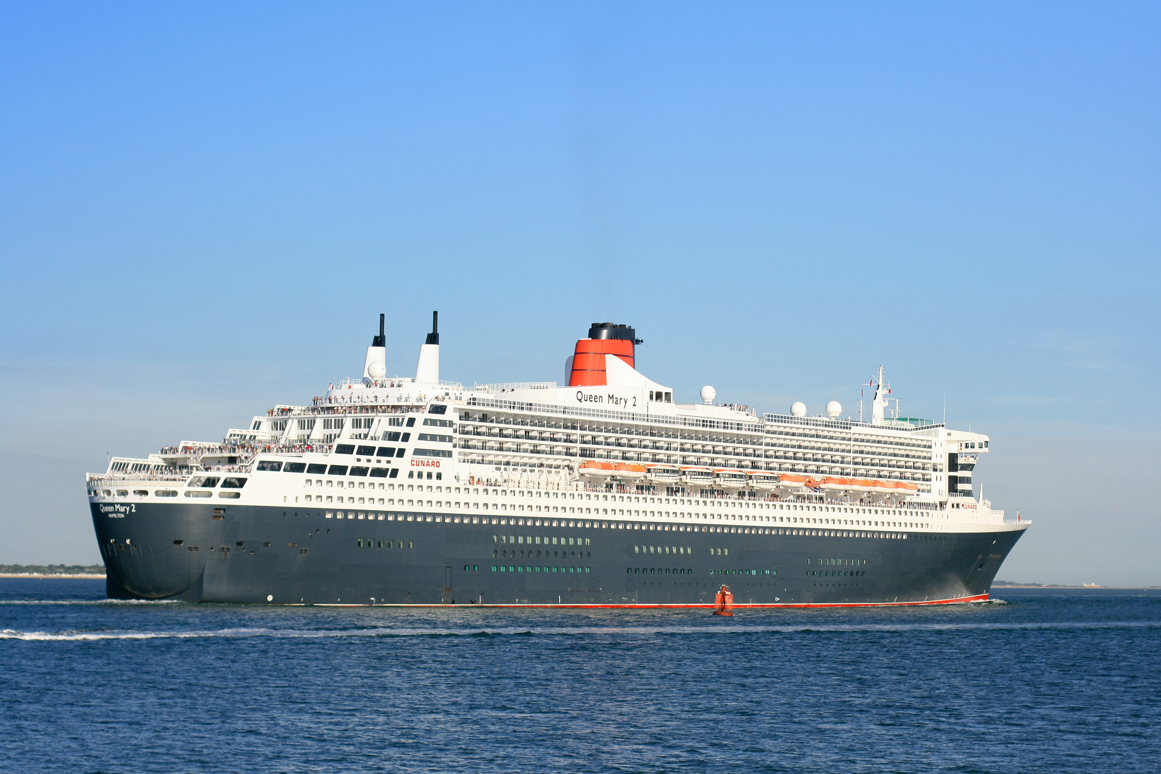 Description Queen Mary 2 outbound from ...