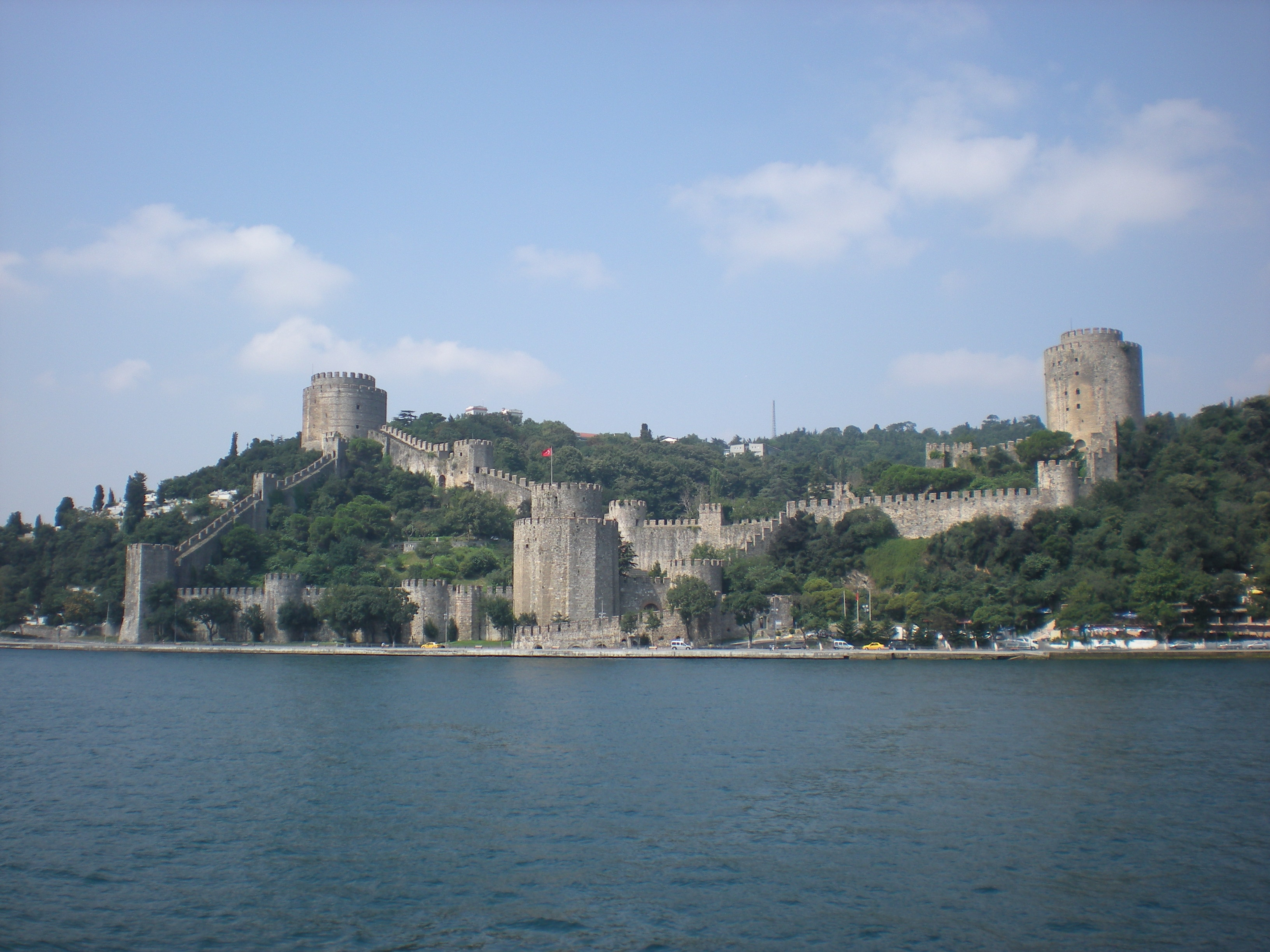 File:Rumeli Hisarı viewed from Bosphorus.JPG - Wikimedia ...