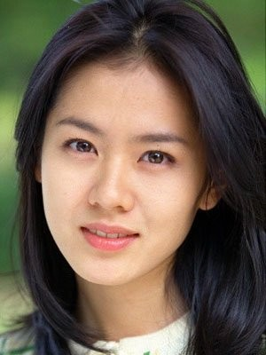 The 36-year old daughter of father (?) and mother(?) Son Ye-jin in 2018 photo. Son Ye-jin earned a  million dollar salary - leaving the net worth at 20 million in 2018