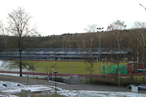 Hermann-Neuberger-Sportschule, Leichtathletikhalle und Sportfeld in Saarbrücken Fotoquelle: wikipedia.org