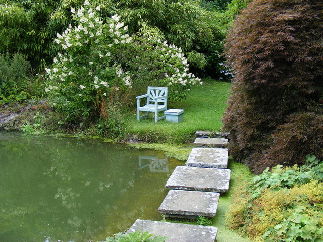 Stepping stones across the pond at Chartwell - geograph.org.uk - 1422279
