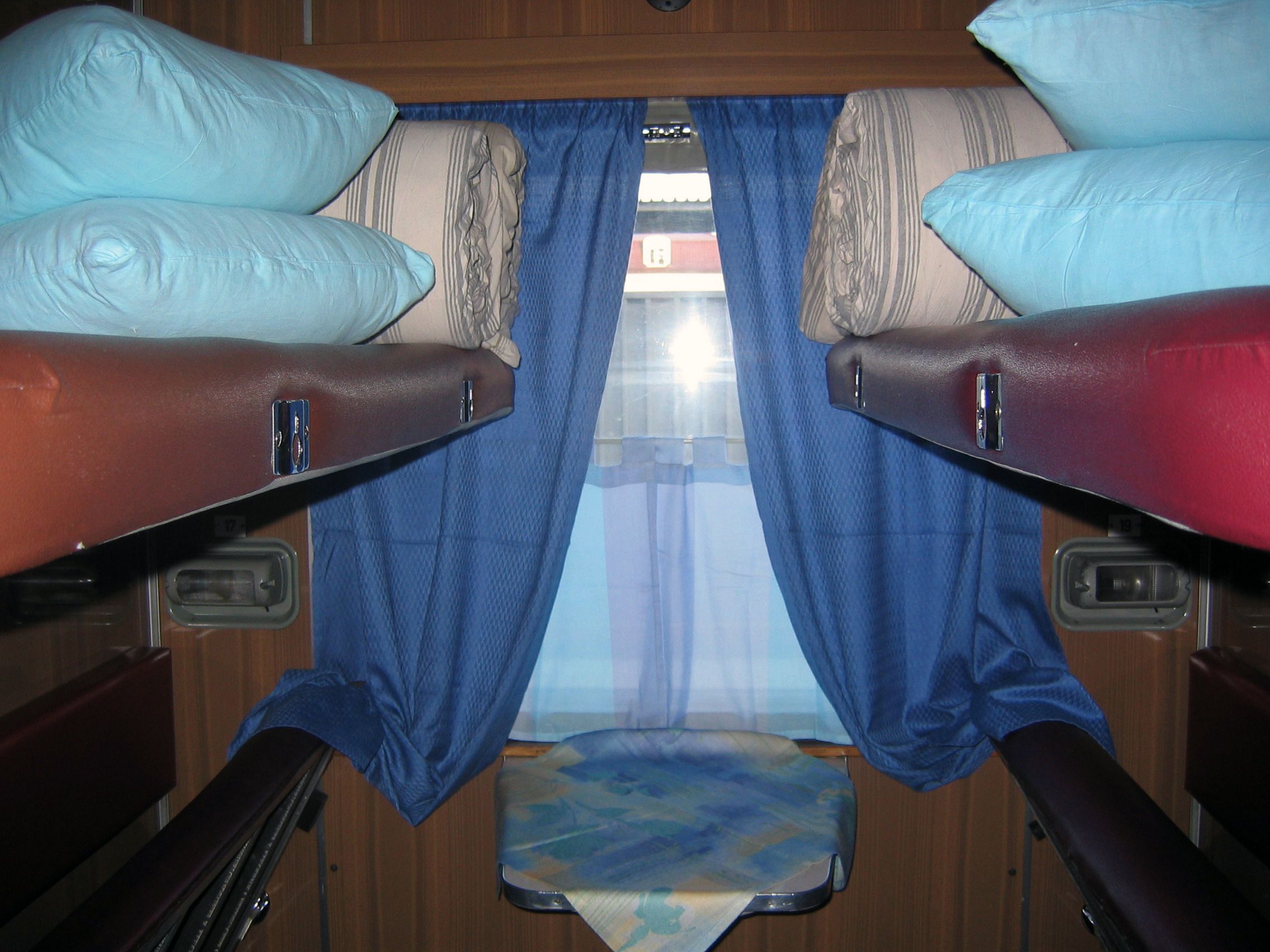 File transsiberian wikimedia commons for Trans siberian railway cabins