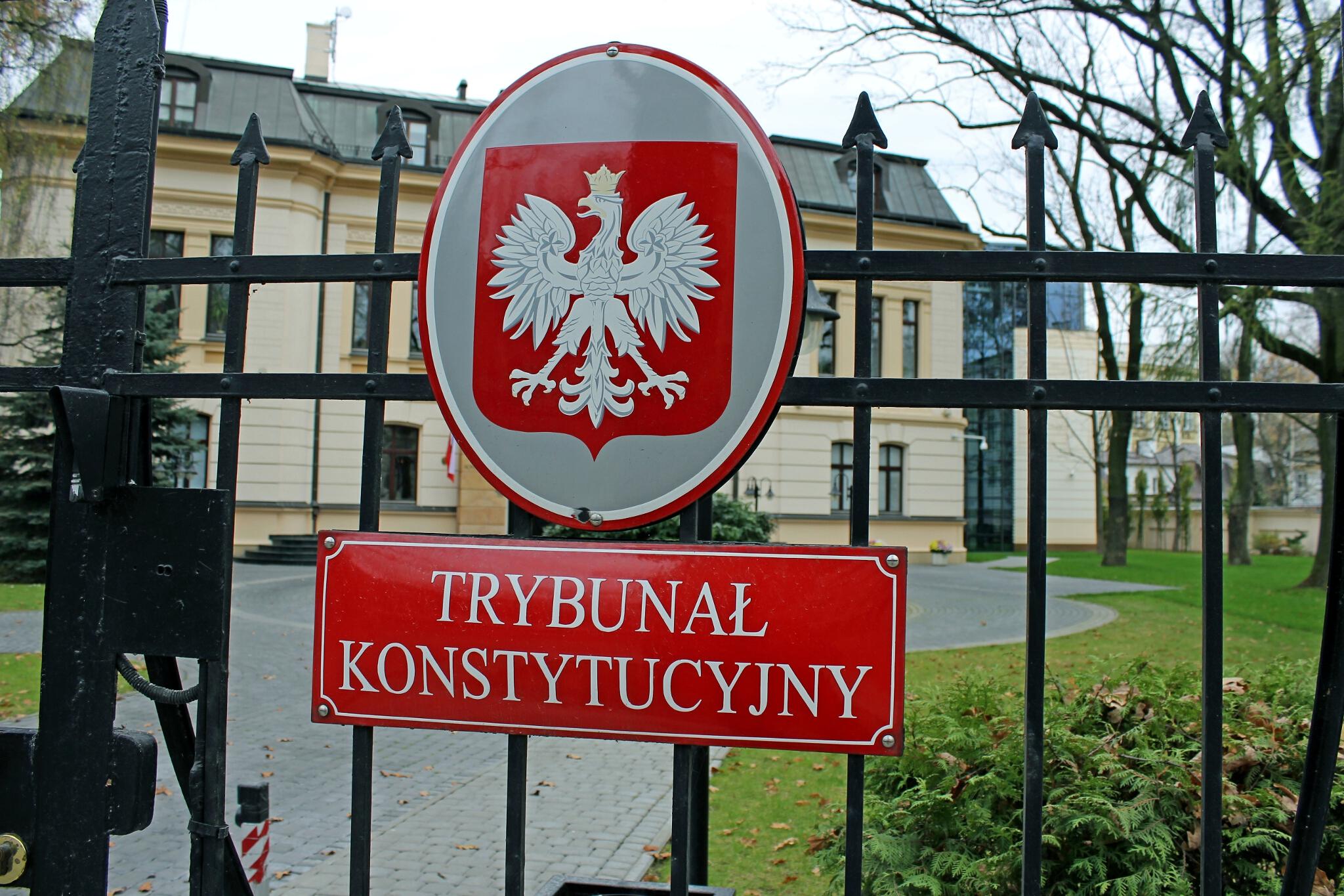 Das neue Gesetz zum Verfassungstribunal wartet auf Unterschrift des Präsidenten