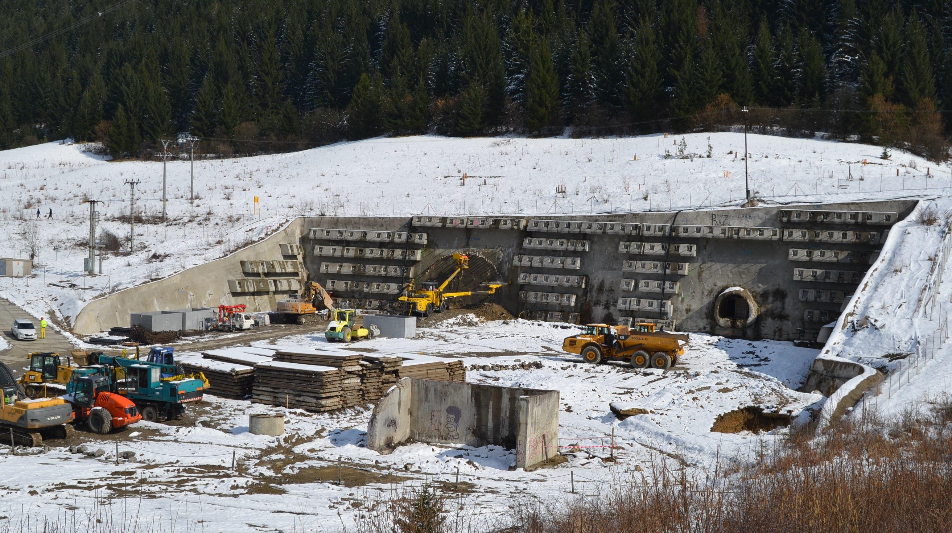 Ako tunelovacie stroje vedia, kde v podzemí majú kopať? A čo tunel Višňové?