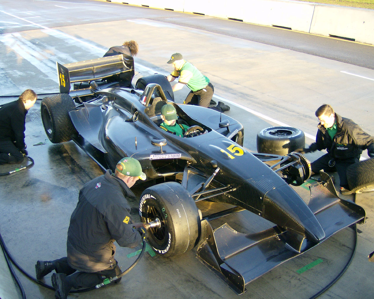 File:Unpainted Panoz DP01 Champ Car-crwp.jpg - Wikimedia Commons