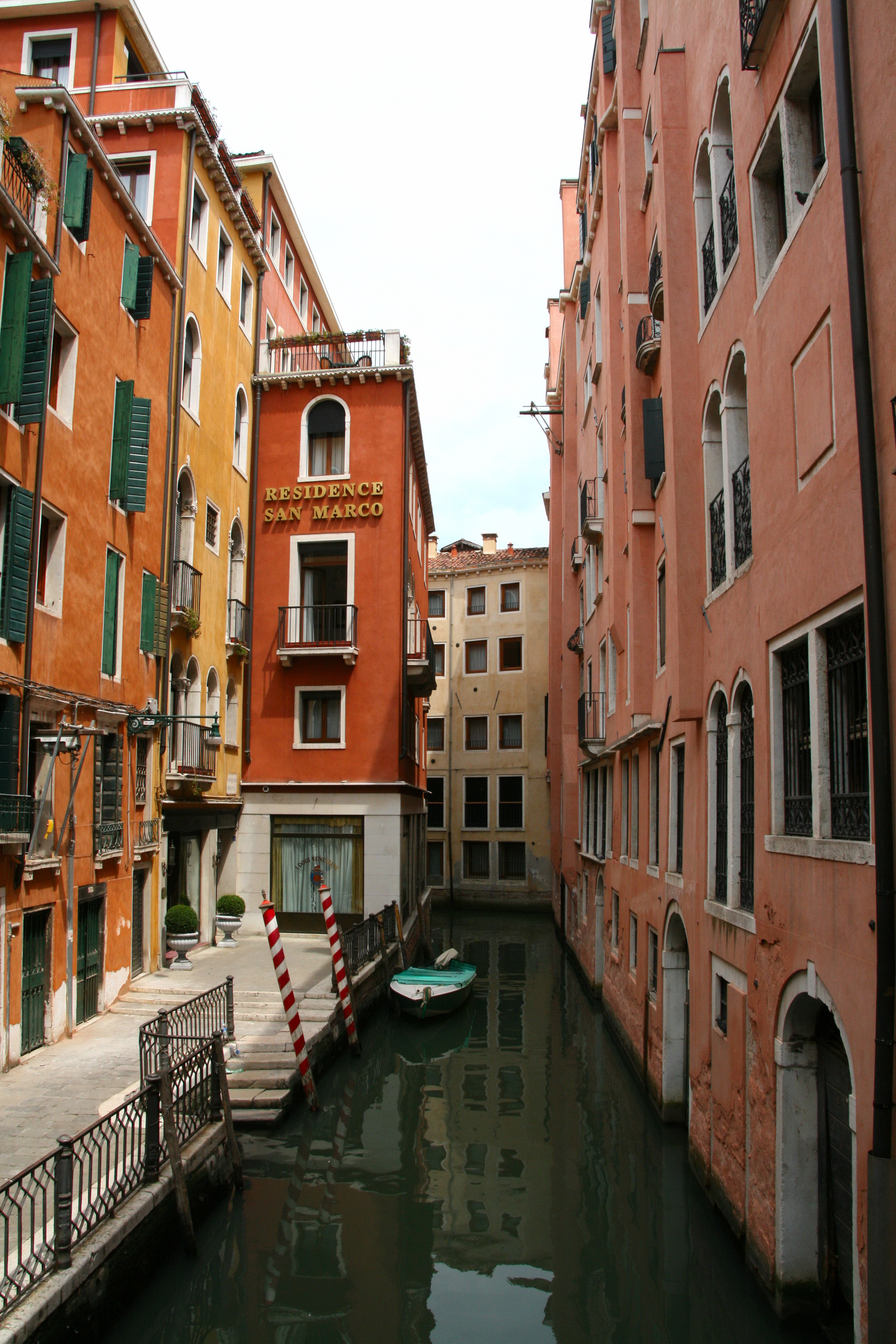 a description of the italian tourism Traveleurope italy an italian tourist guide ultimate italy a non-profit site which creates opportunities to explore the many aspects of italian culture.