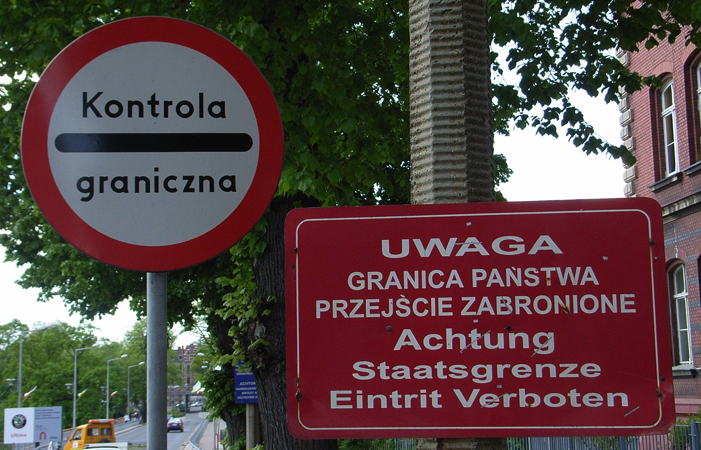 File:Warnhinweise (polnisch).jpg - Wikimedia Commons