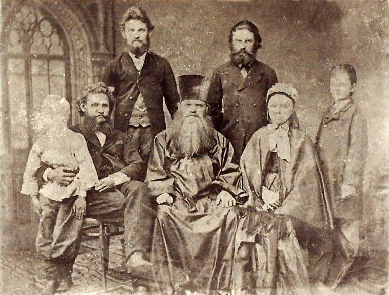 巴甫洛夫對心理學的反感,一部分來自於母親(圖中坐著的婦女)不穩定的精神狀態。