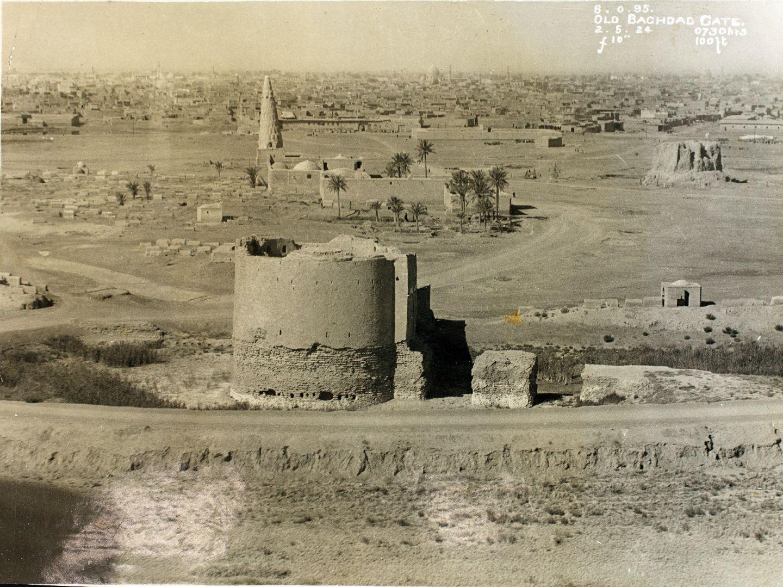 الباب الوسطاني قرب مرقد الشيخ شهاب الدين السهروردي