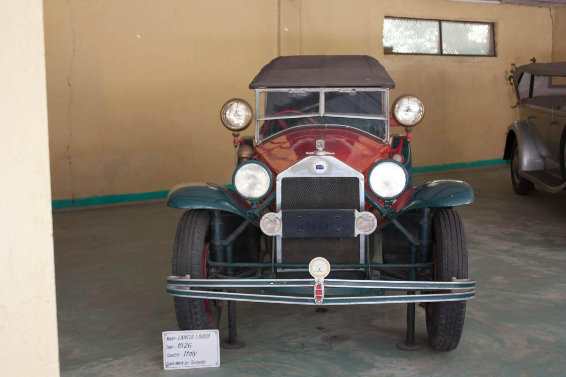 https://upload.wikimedia.org/wikipedia/commons/5/5e/1926_Lancia_Lambda_Torpedo_-_Front.jpg