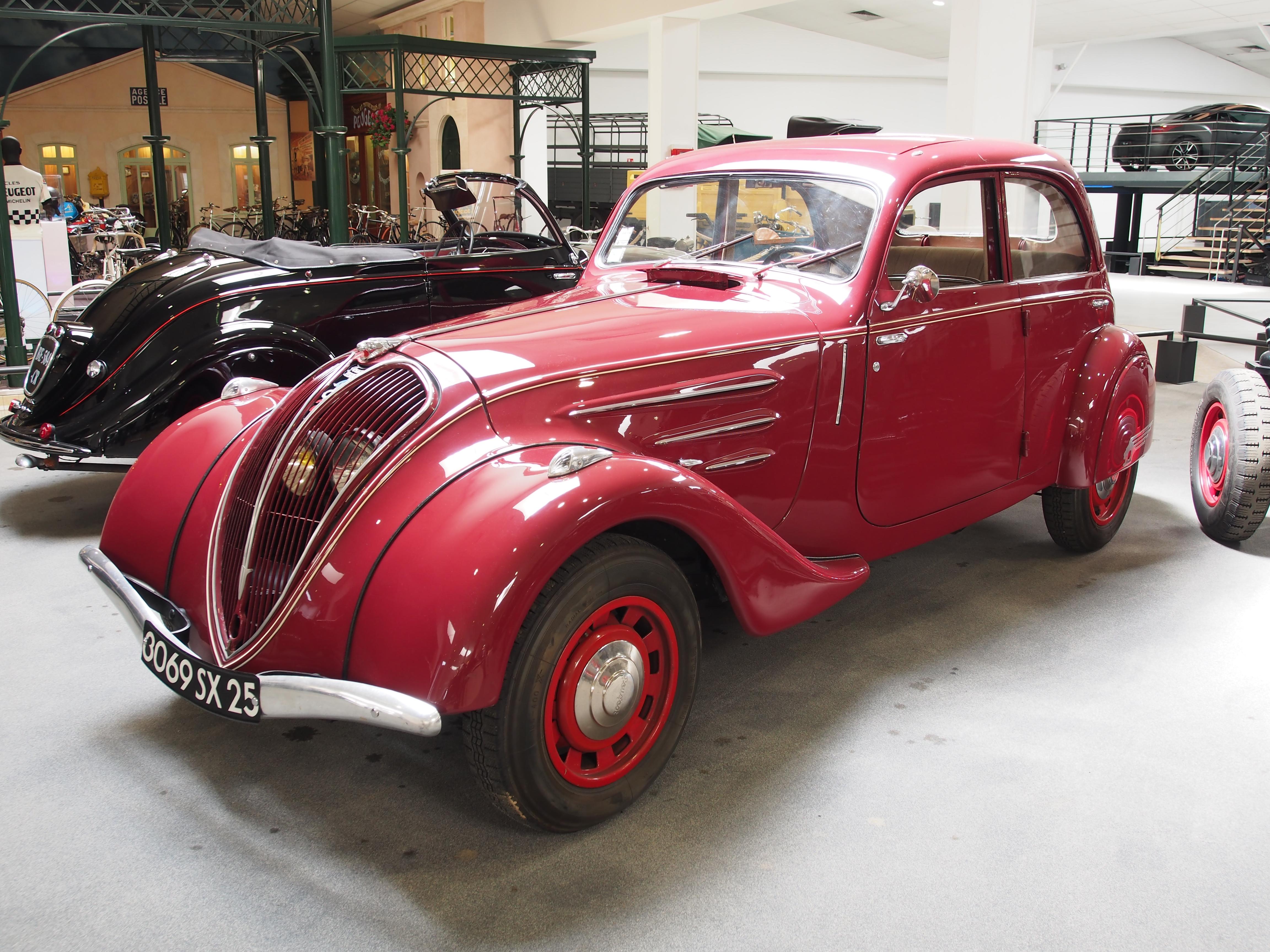 File:1939 Peugeot 402 B Legere Berline Sport photo 1.JPG ...