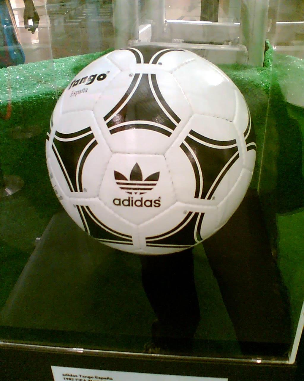 adidas voetbal wikipedia