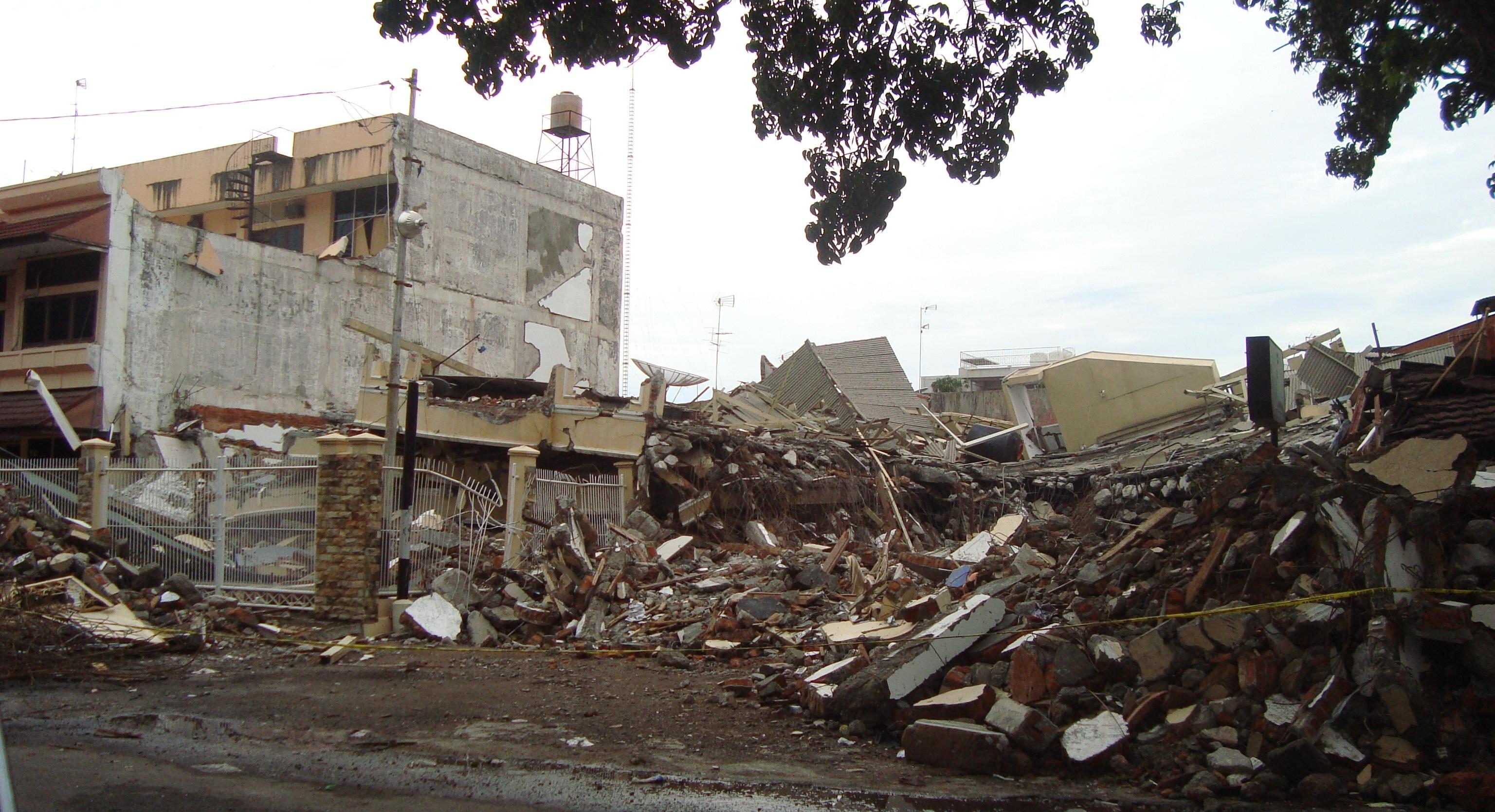 file 2009 earthquake damage in padang 6 jpg