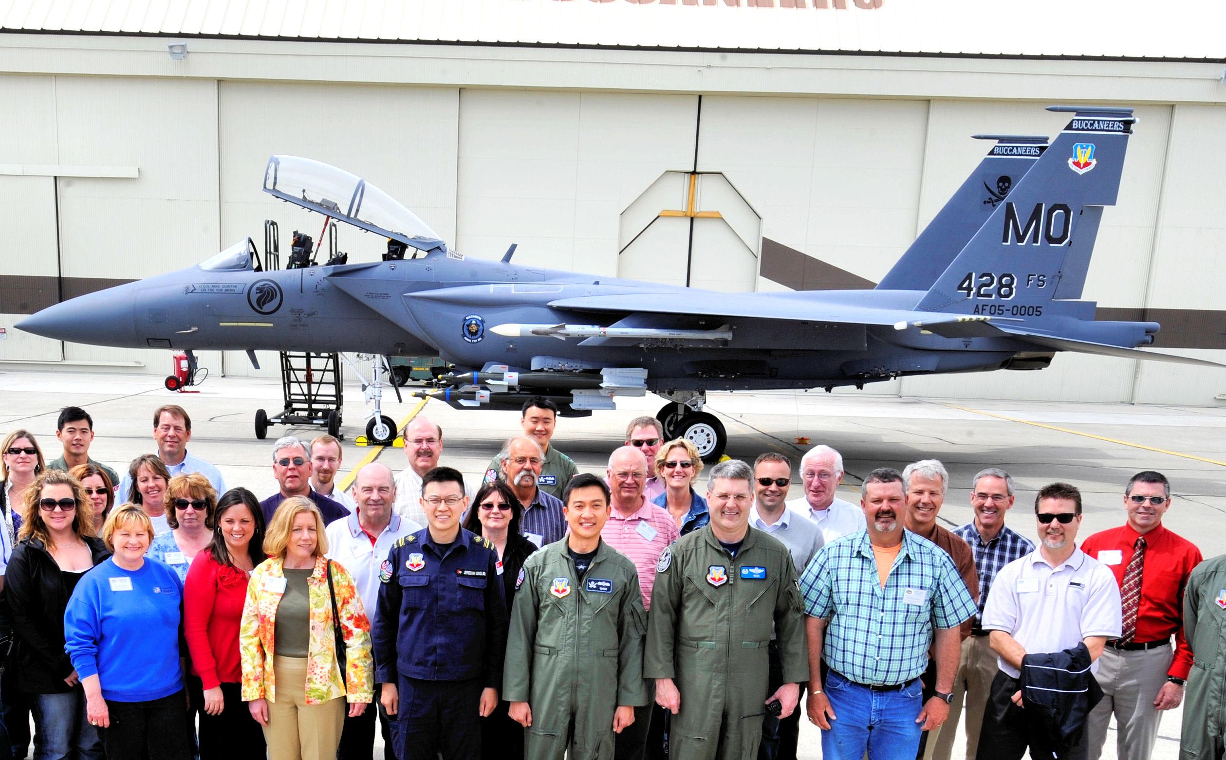 http://upload.wikimedia.org/wikipedia/commons/5/5e/428th_Fighter_Squadron_-_Boeing_F-15SG_Strike_Eagle_05-0005.jpg