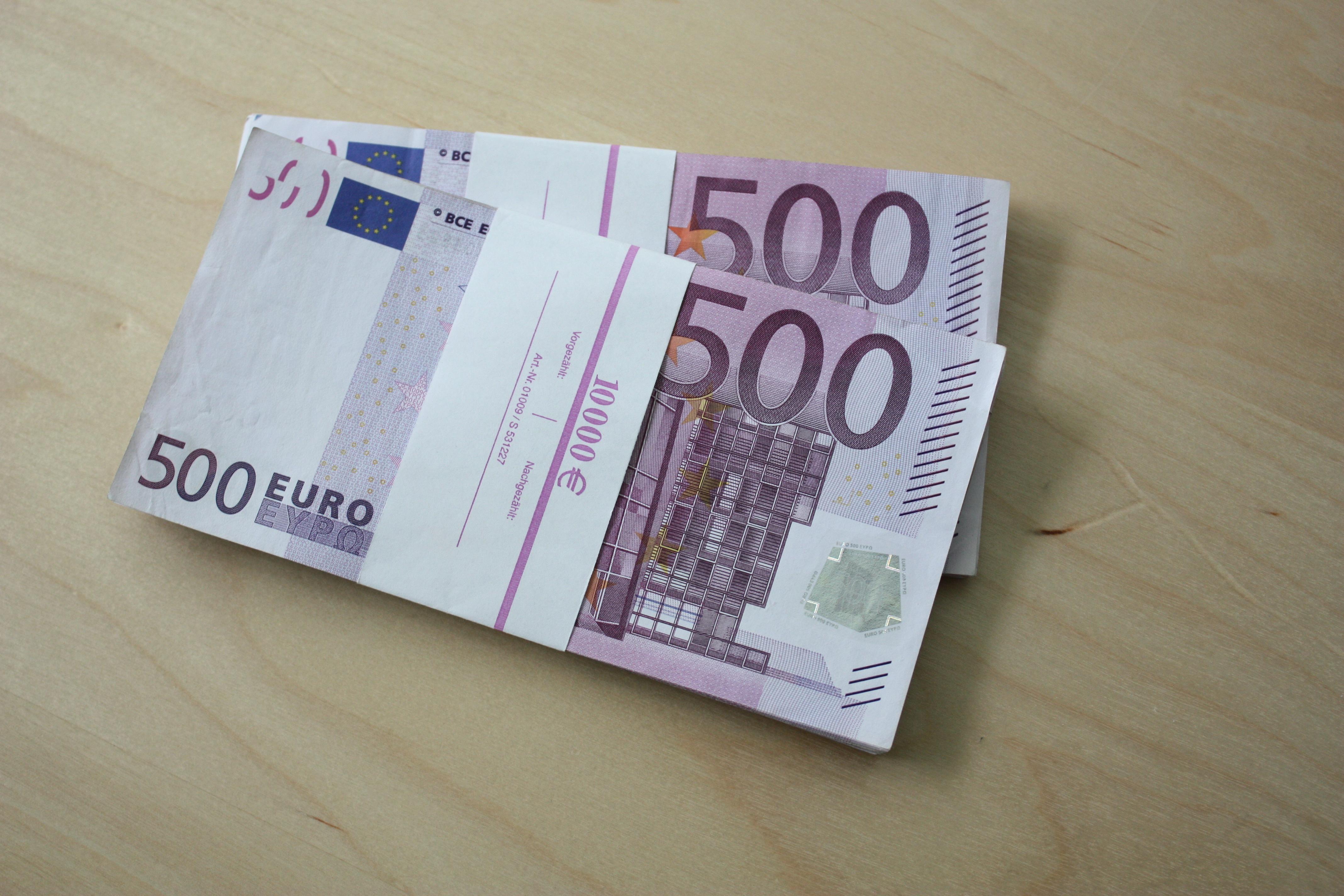 File:500 Euro Scheine 20000 Euro a.JPG - Wikimedia Commons