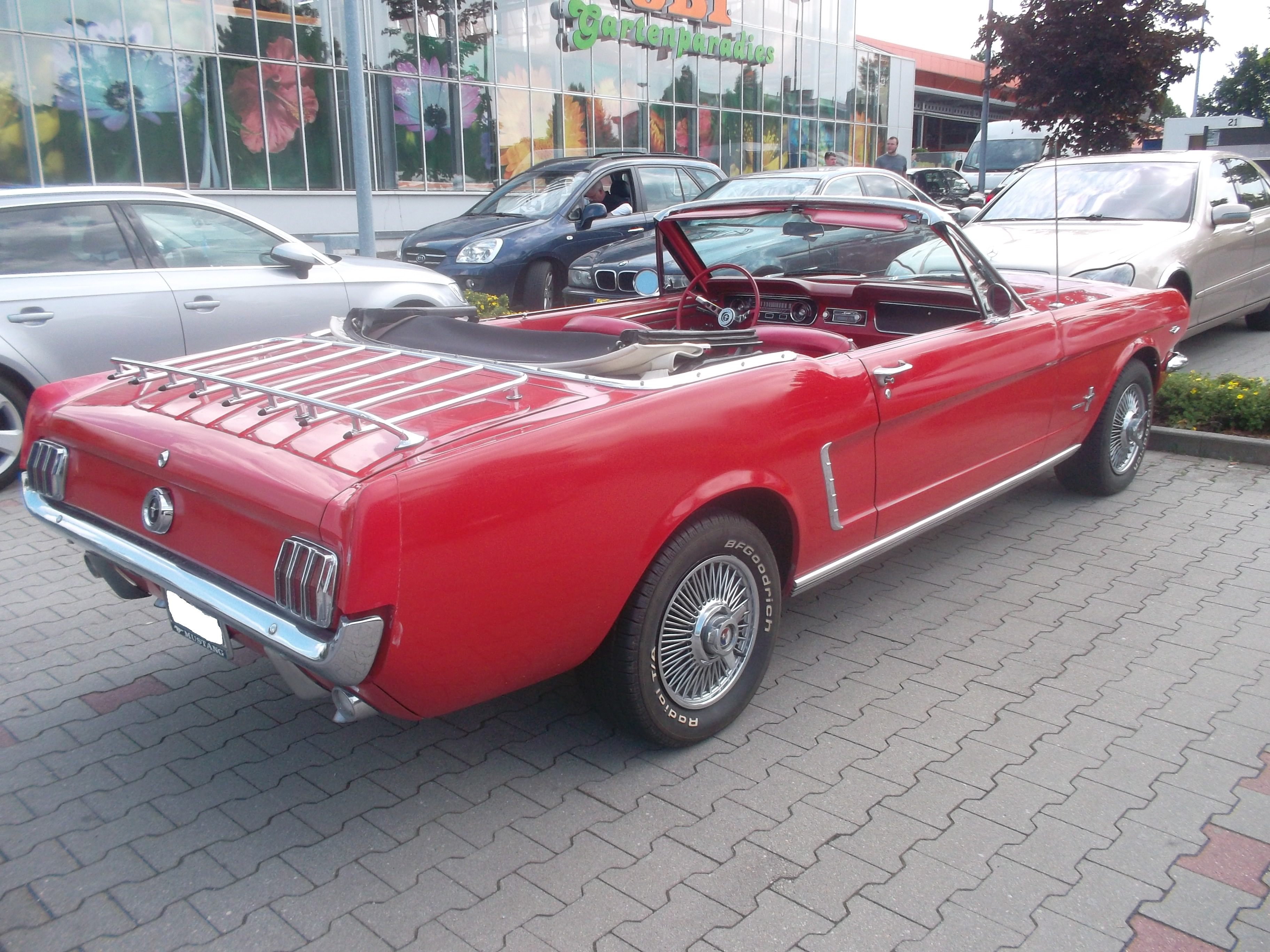 64_Ford_Mustang_Cabrio_side_(1).jpg