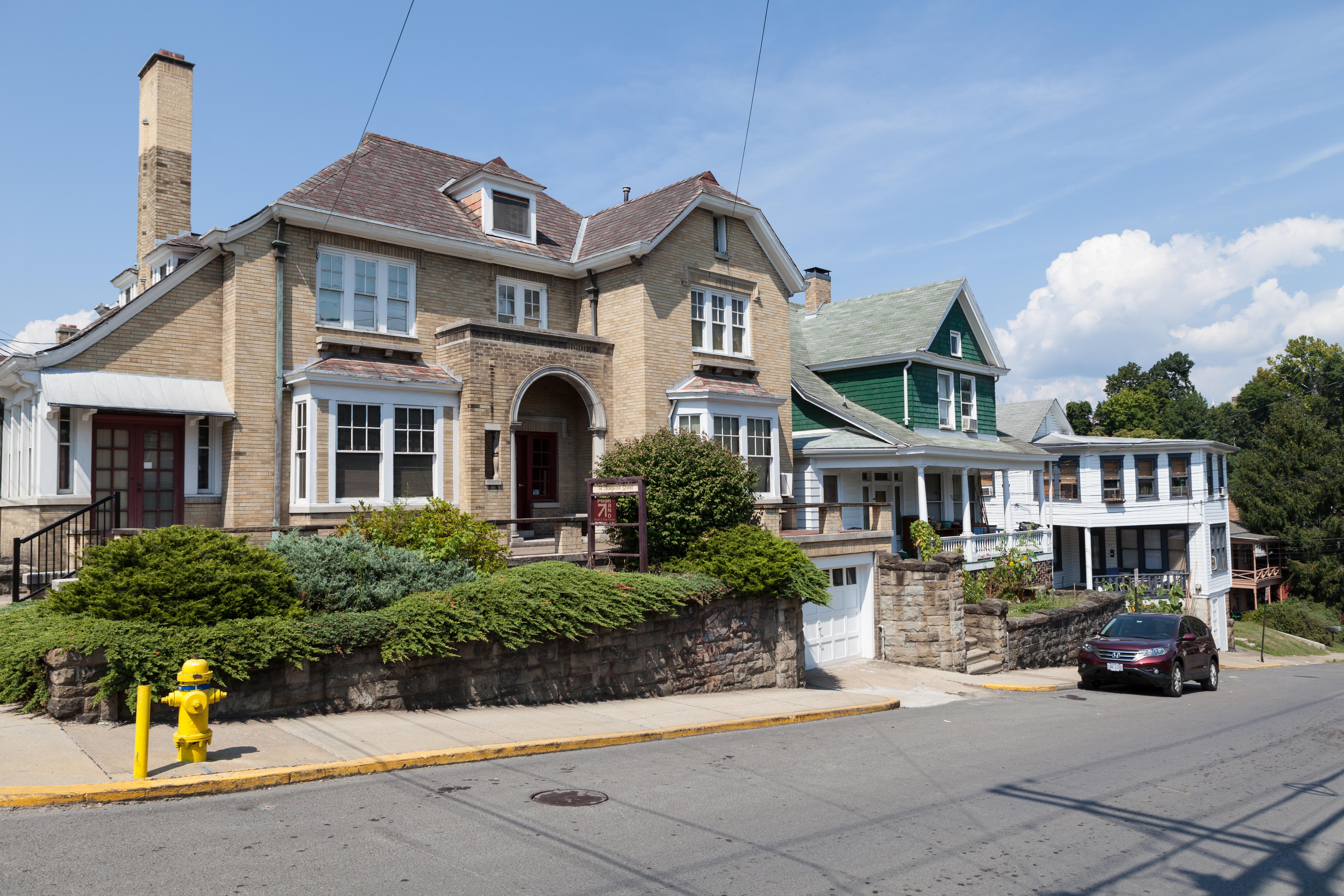 File 74 70 60 kingwood street morgantown west virginia for Home builders morgantown wv