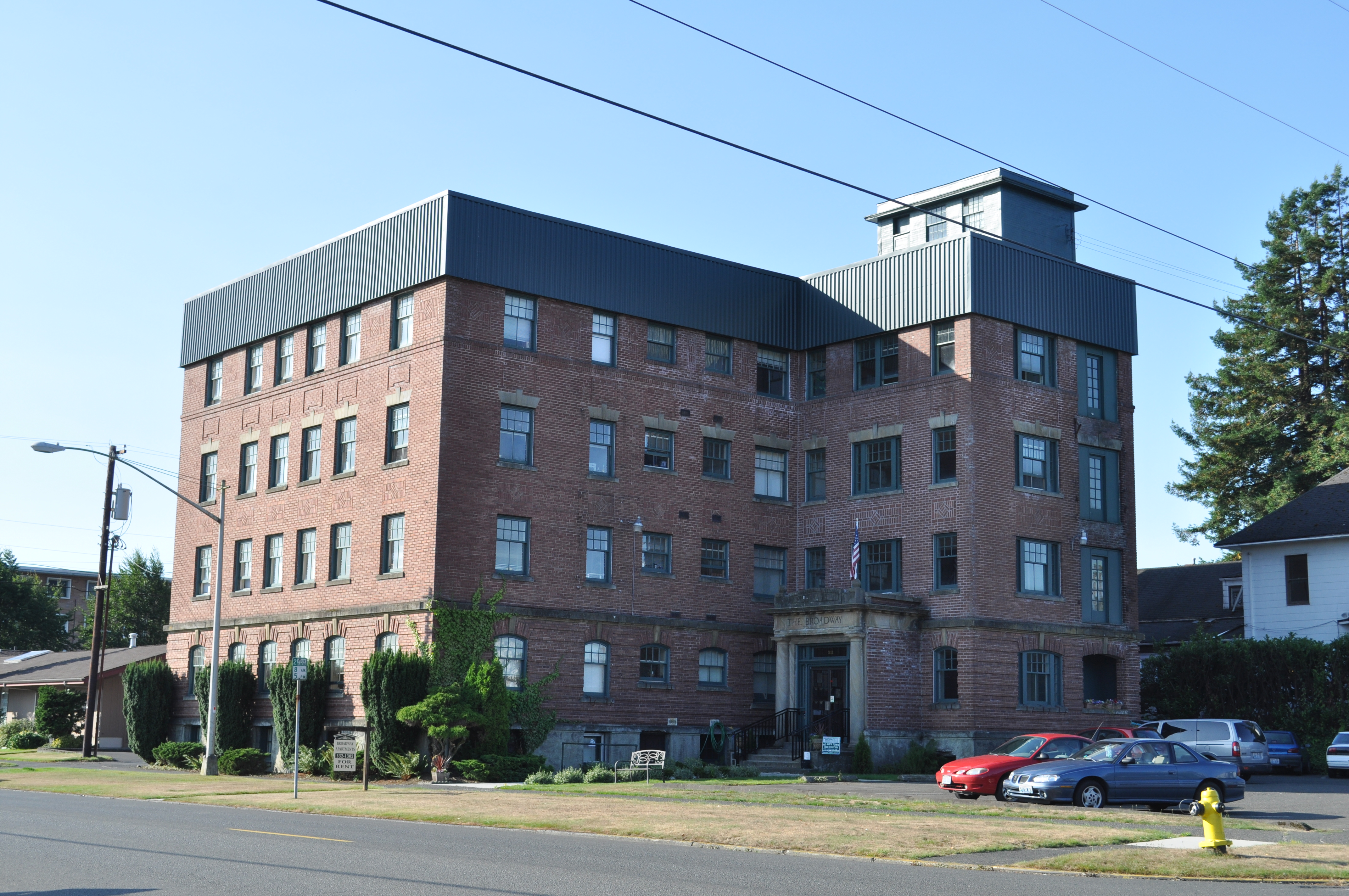 File:Aberdeen, WA   The Broadway Apartments
