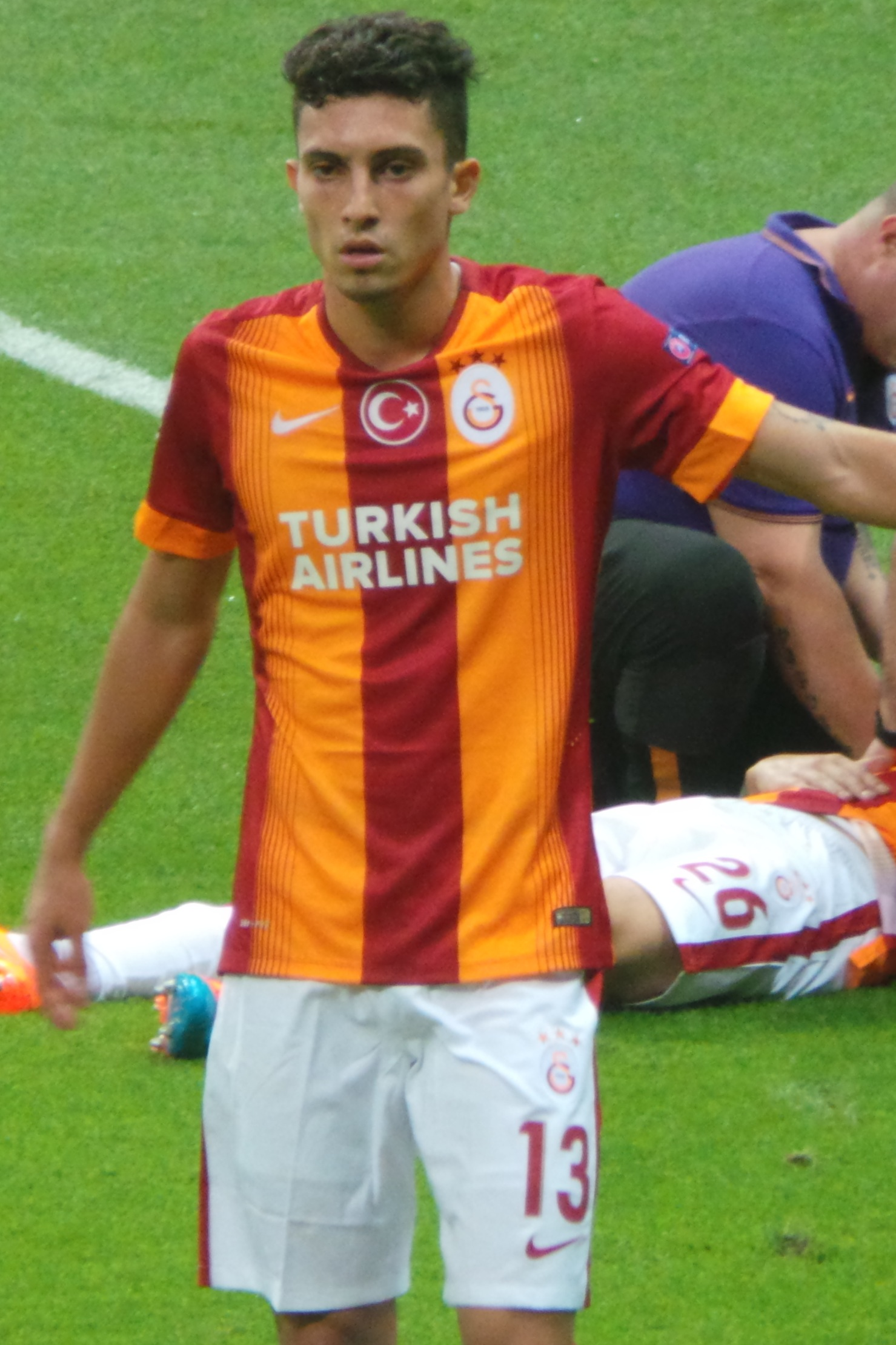 The 25-year old son of father (?) and mother(?) Alex Telles in 2018 photo. Alex Telles earned a  million dollar salary - leaving the net worth at 4 million in 2018