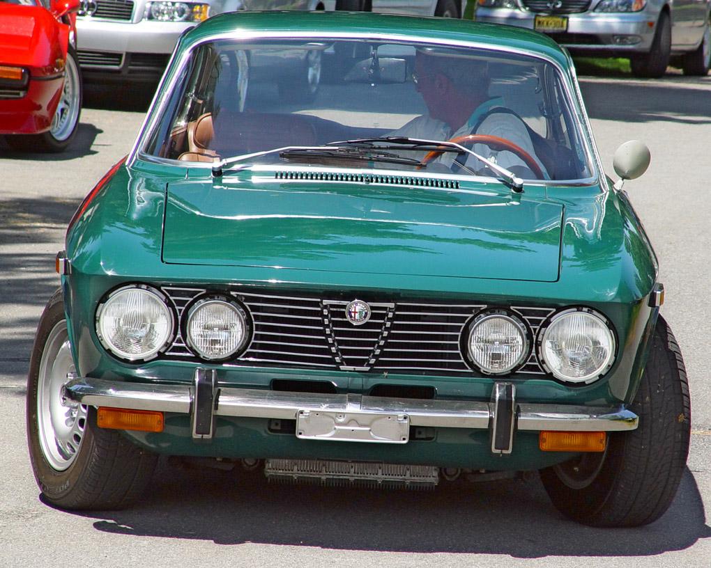 Alfa Romeo Giulia Wiki >> File:Alfa-Romeo-2000-GT-Veloce-Green-st.jpg - Wikipedia