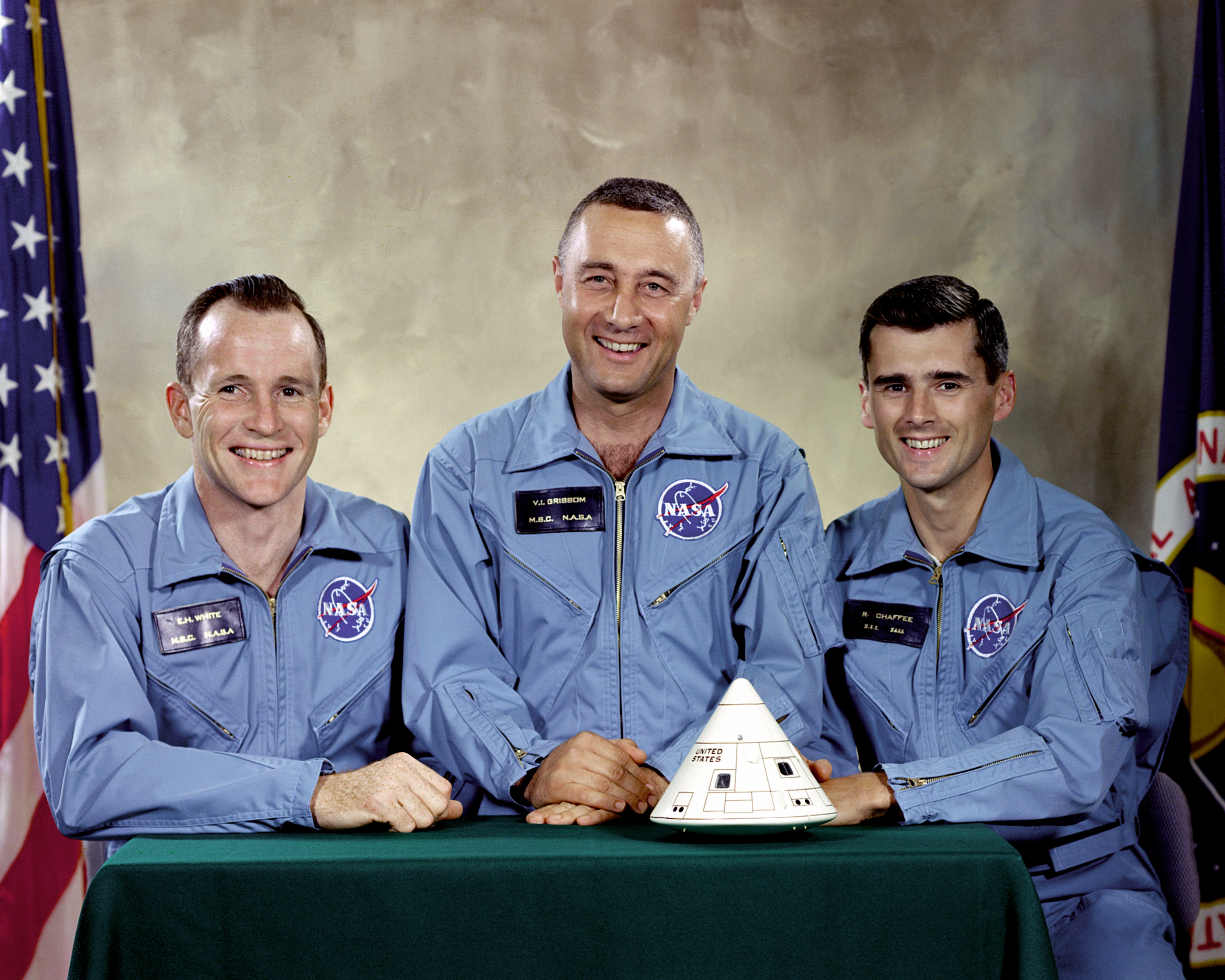 http://upload.wikimedia.org/wikipedia/commons/5/5e/Apollo_1_Prime_Crew_-_GPN-2000-001159.jpg