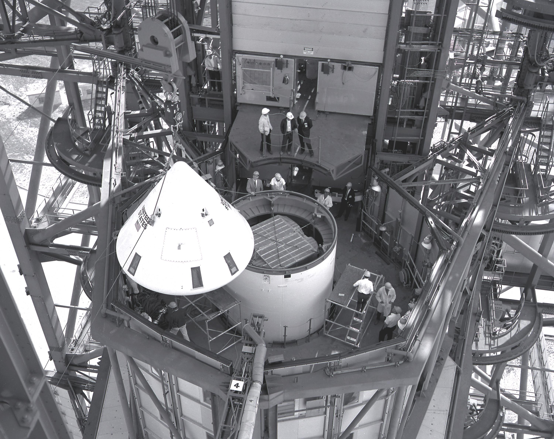 Saturn I SA-9 - 16.2.1965 Apollo_Capsule_installation_over_Pegasus-1
