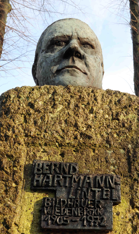 Ima Hartmann-Rochelle: Bernd Hartmann sculpture in Rheda-Wiedenbrück