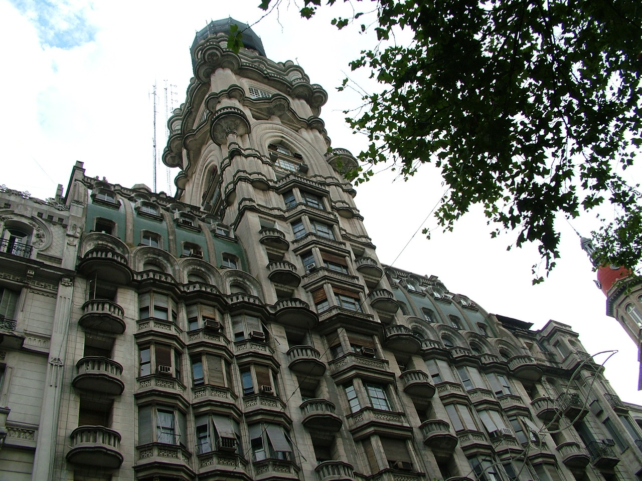 http://upload.wikimedia.org/wikipedia/commons/5/5e/Buenos_Aires-Av._de_Mayo-Palacio_Barolo-1.jpg