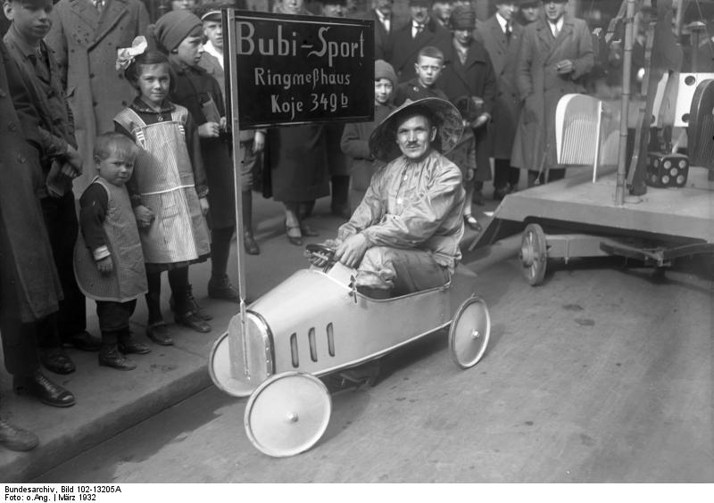 File:Bundesarchiv Bild 102-13205A, Leipzig, Frühjahrsmesse, Werbung.jpg