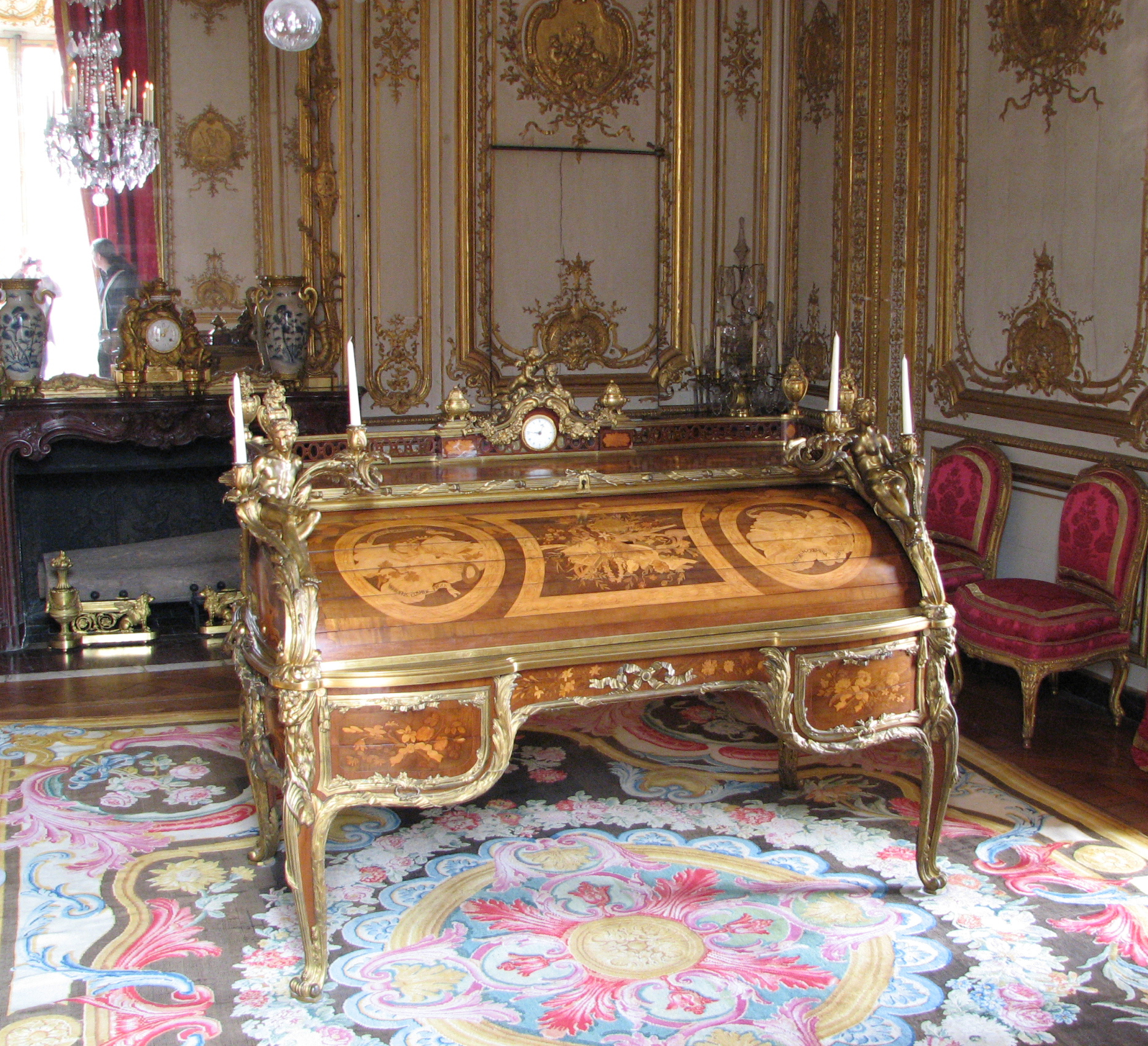 file bureau du roi vue de face avec pi wikimedia commons. Black Bedroom Furniture Sets. Home Design Ideas