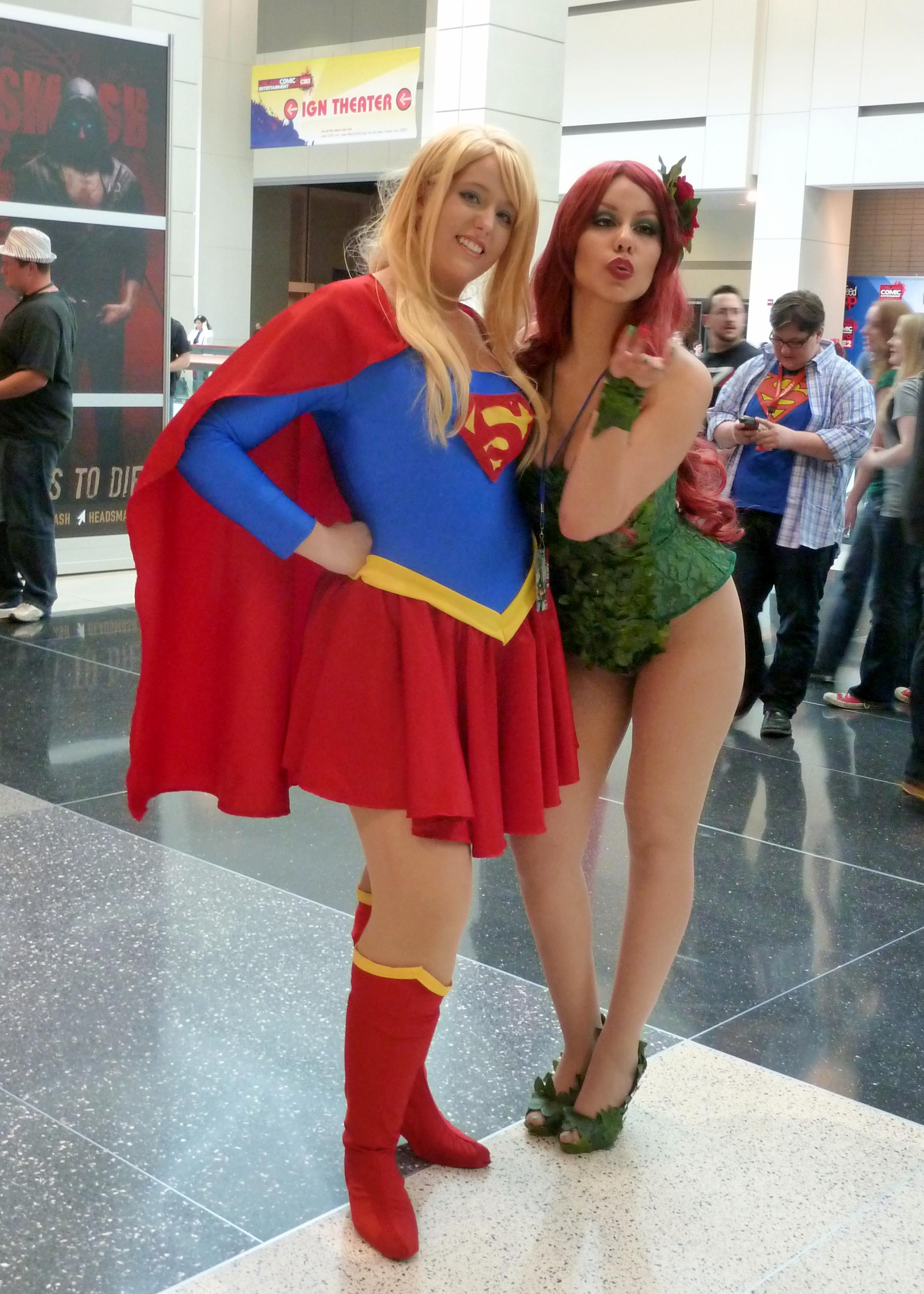 File C2e2 2013 Supergirl Poison Ivy 8700956550 Jpg Wikimedia
