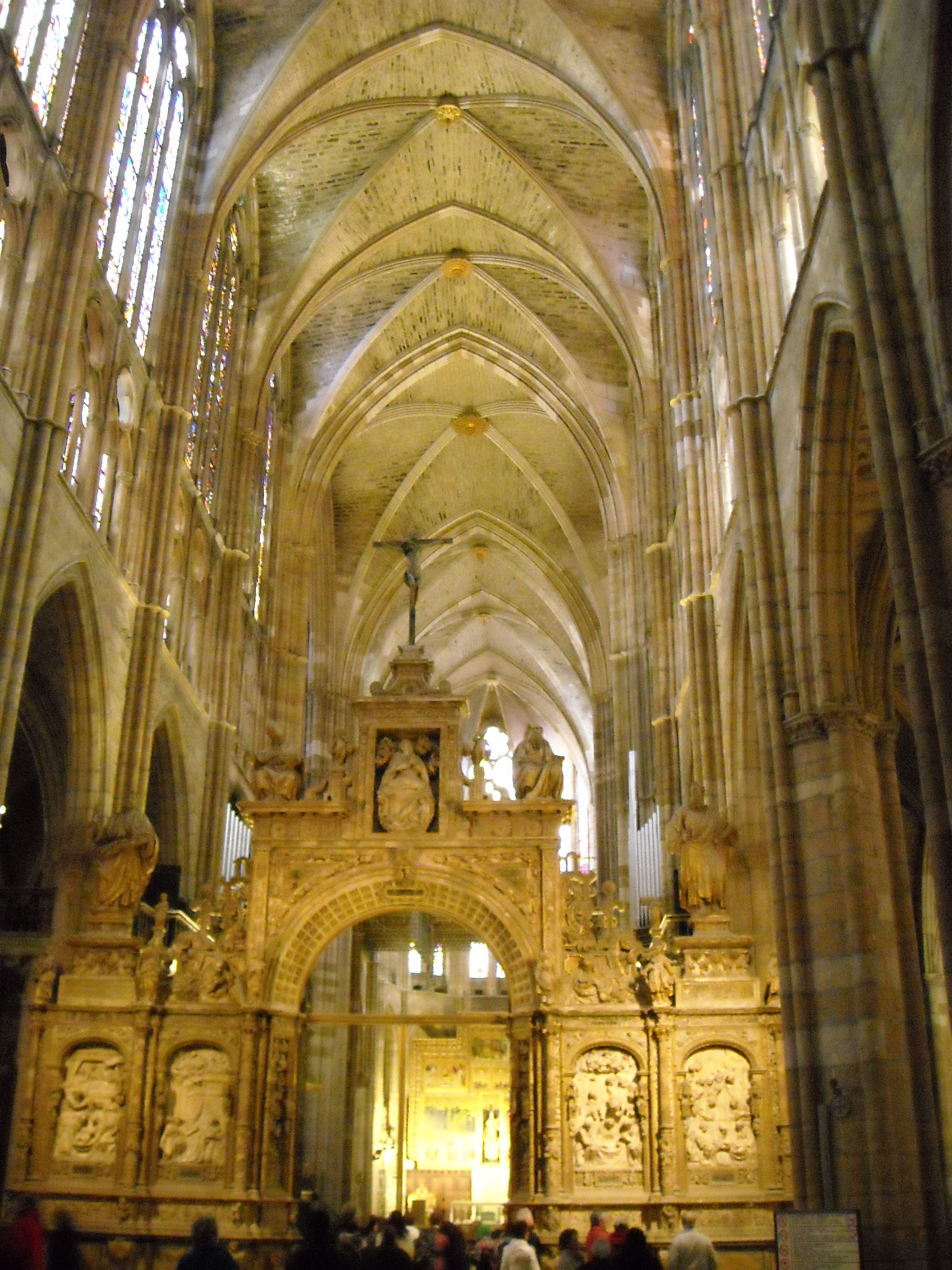 File:Catedral de Leon nave central.jpg - Wikimedia Commons