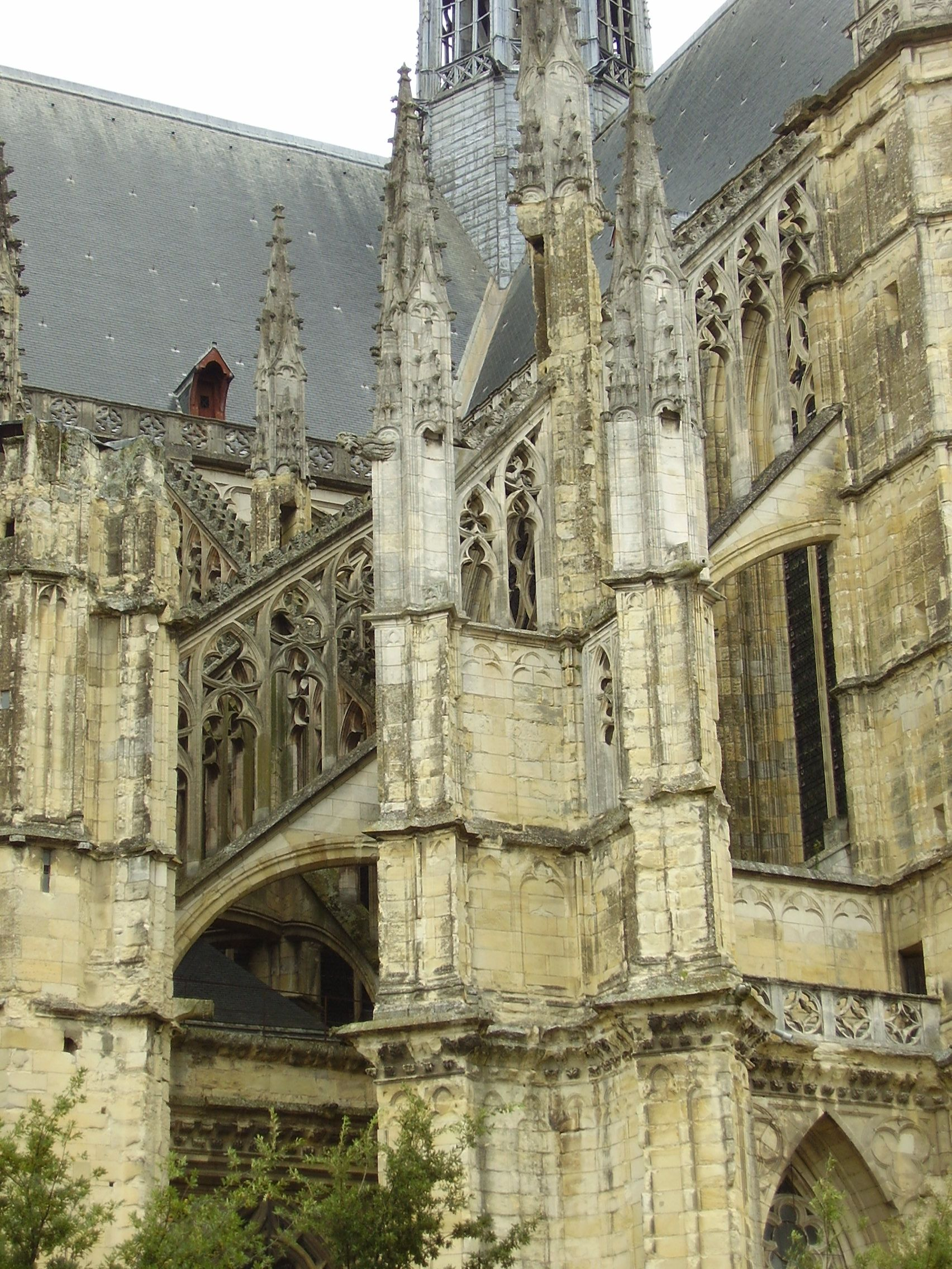 http://upload.wikimedia.org/wikipedia/commons/5/5e/Cath%C3%A9drale_Sainte-Croix_d%27Orl%C3%A9ans_2008_PD_29.JPG