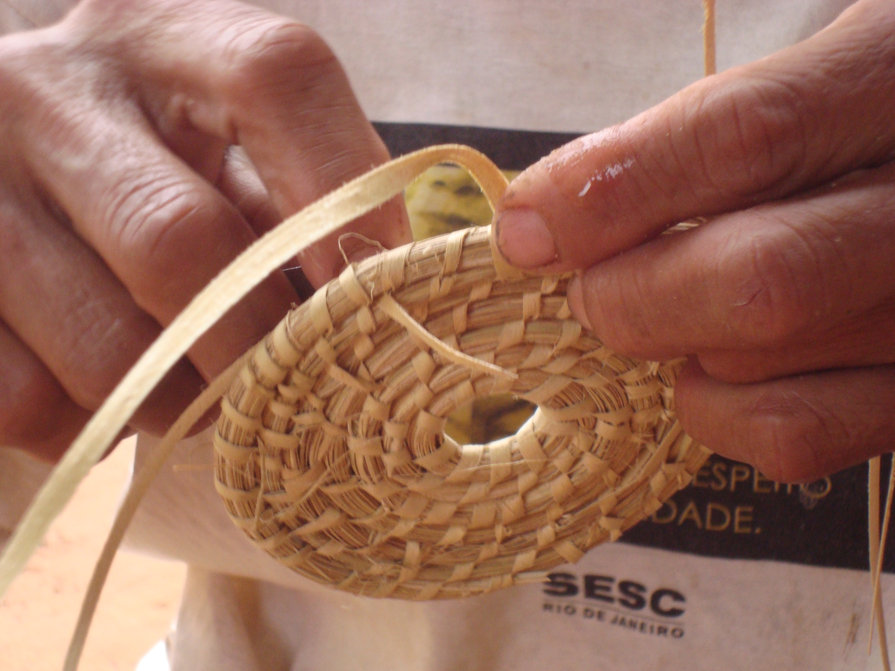 File cester a espiralada jpg wikimedia commons - Cestos de palma ...