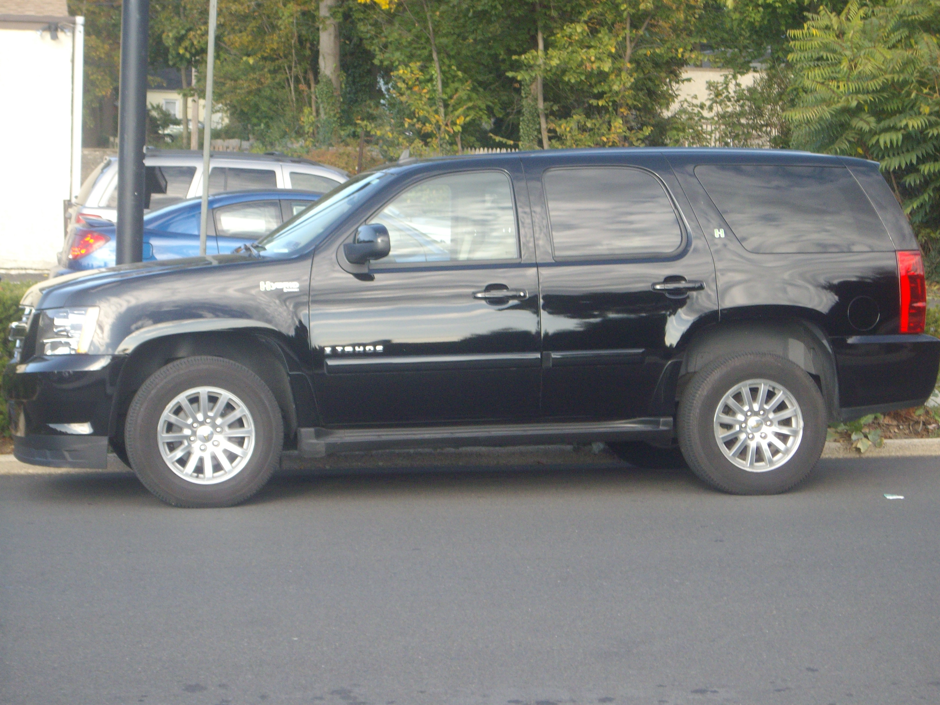 FileChevrolet Tahoe Hybrid USA 20081018jpg  Wikimedia Commons