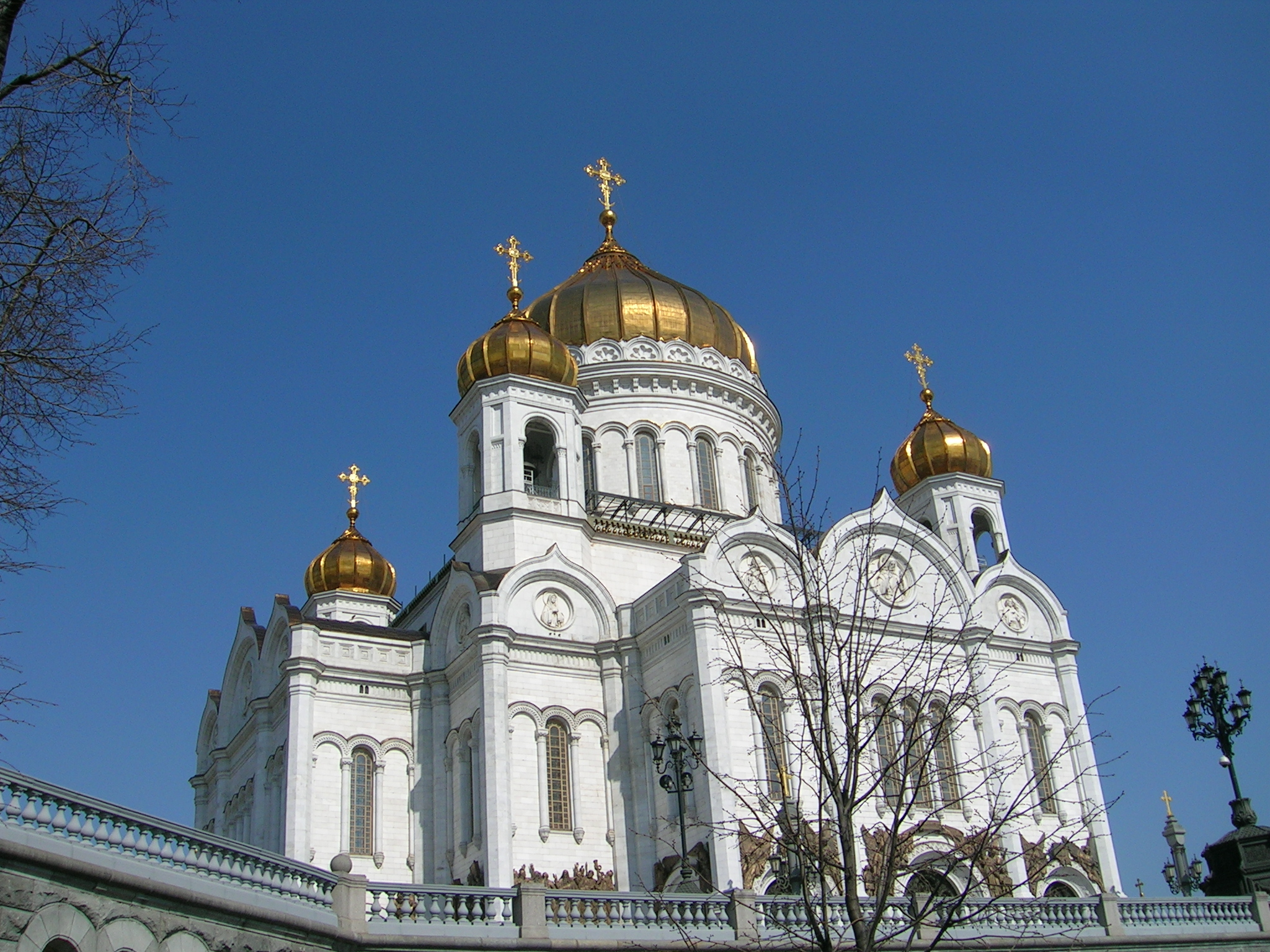 Soubor:christ the savior cathedral moscow from a pedestal