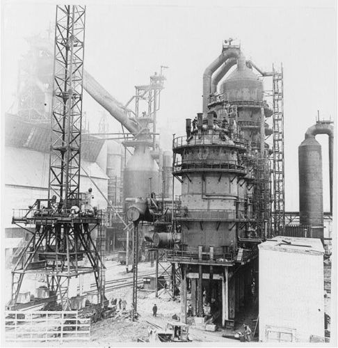 Файл:Construction work on a new giant blast furnace ... iron-melting unit ... at Lenin Metallurgical Works in Krivoi Rog nearing completion.JPG