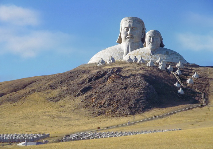 File:Dschingis Khan und Kublai Khan Monument1.jpg - Wikimedia Commons
