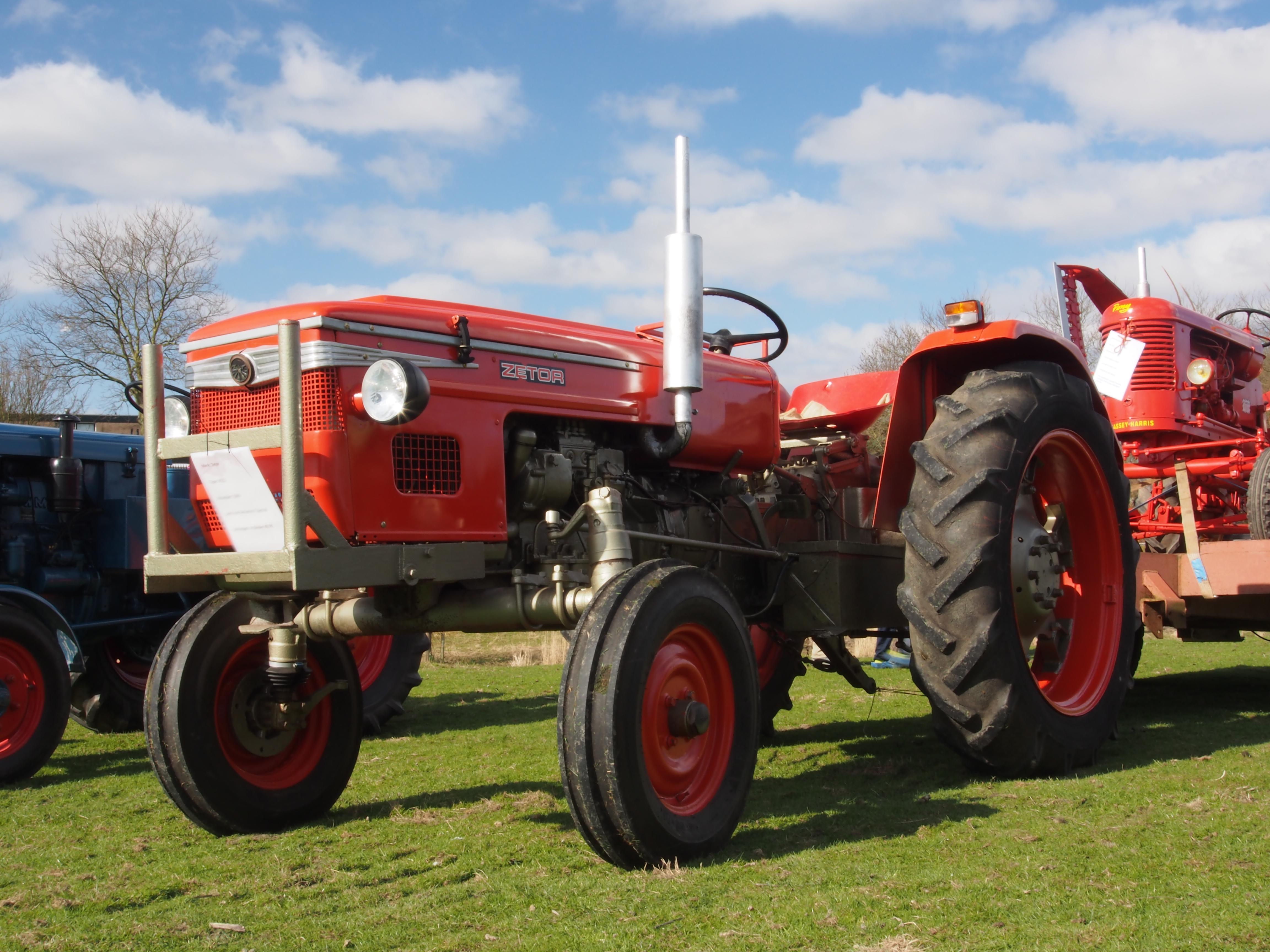 File:Eersteling Ambachten dag 2013, Zetor traktor pic2 JPG