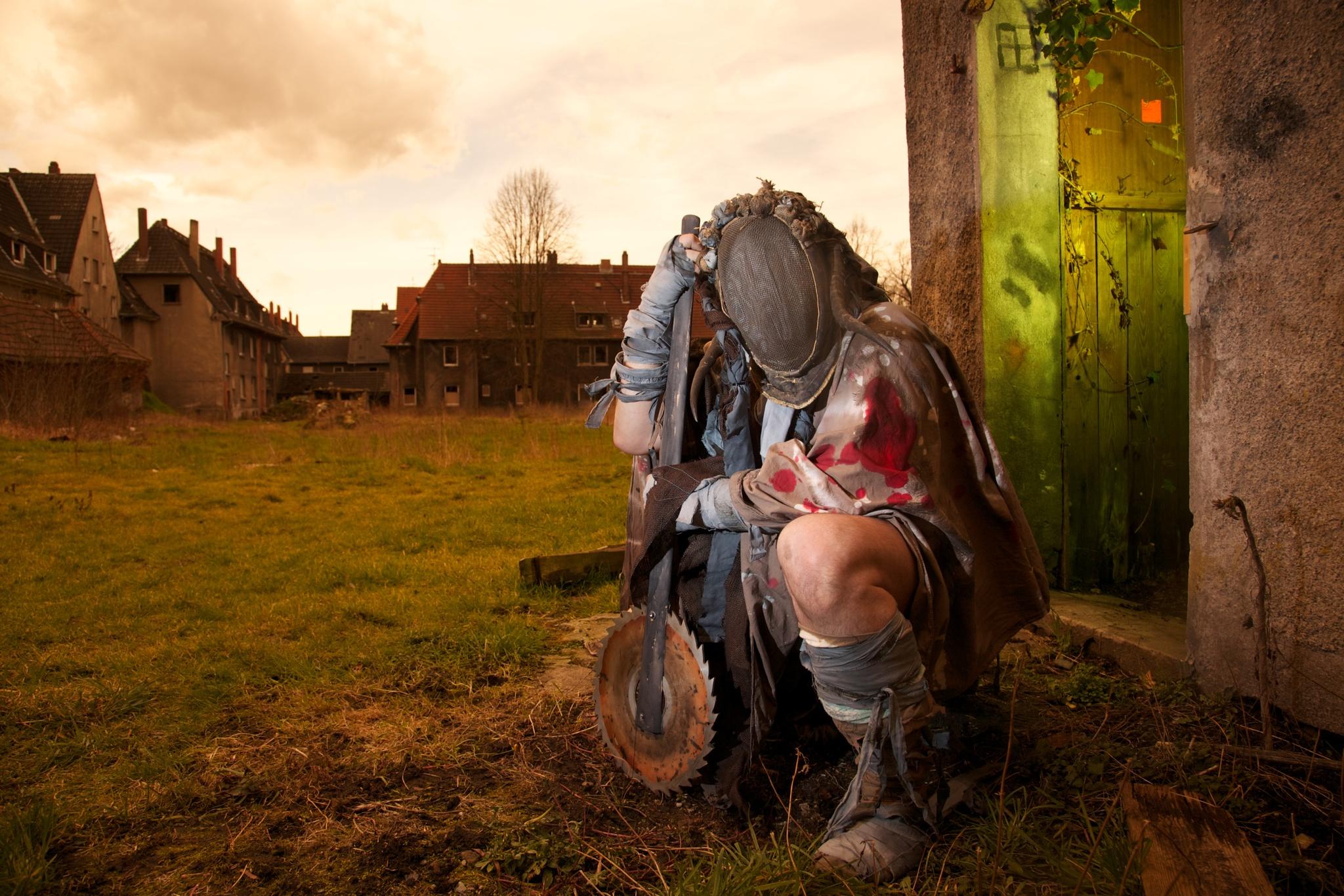 Figur im Live-Rollenspiel mit Endzeit-Szenario
