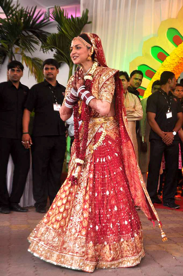 FileEsha Deol At Esha Deols Wedding At ISCKON Temple 03