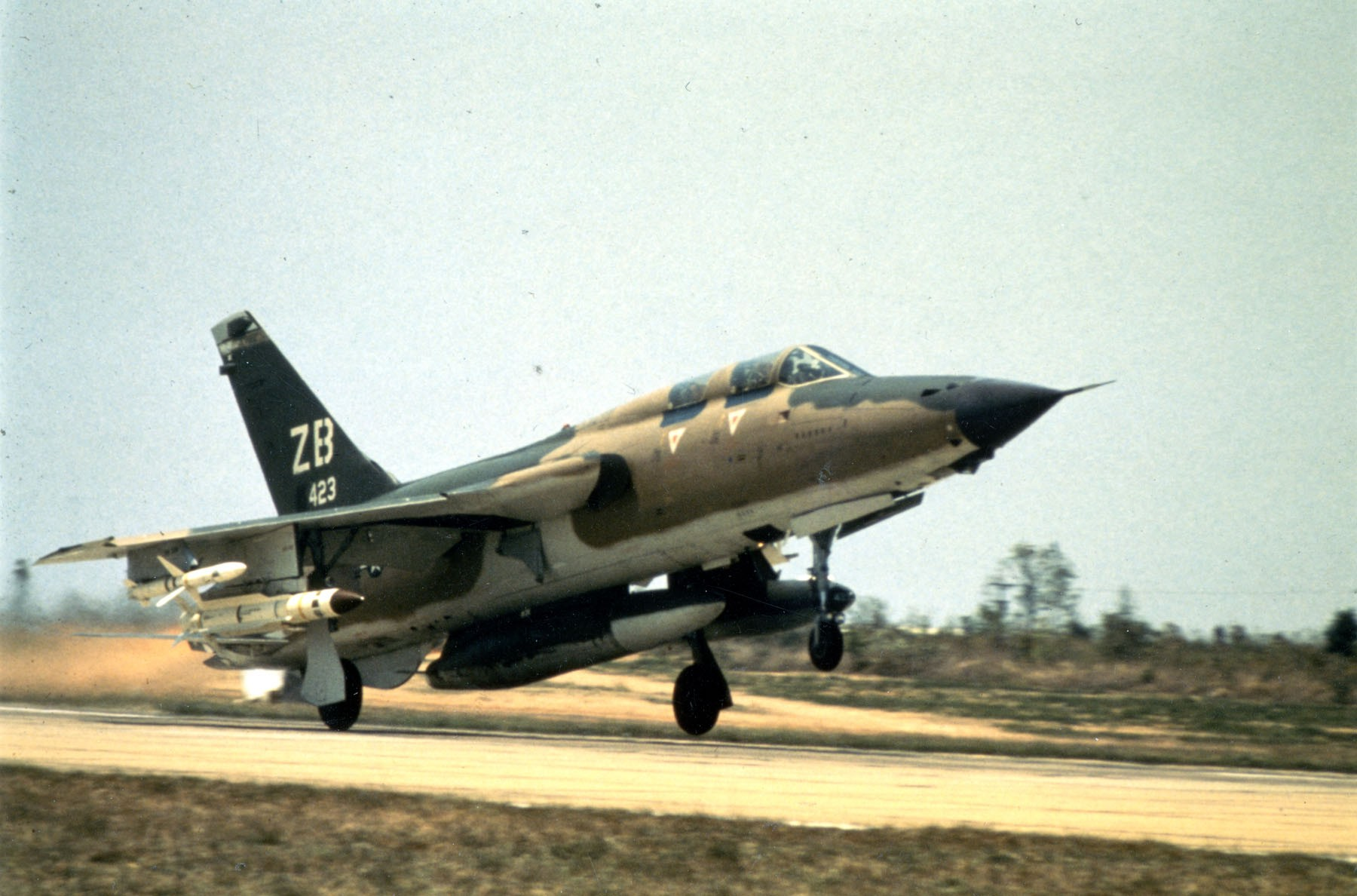 F-105G_with_AGM-78_taking_of_Korat.jpg