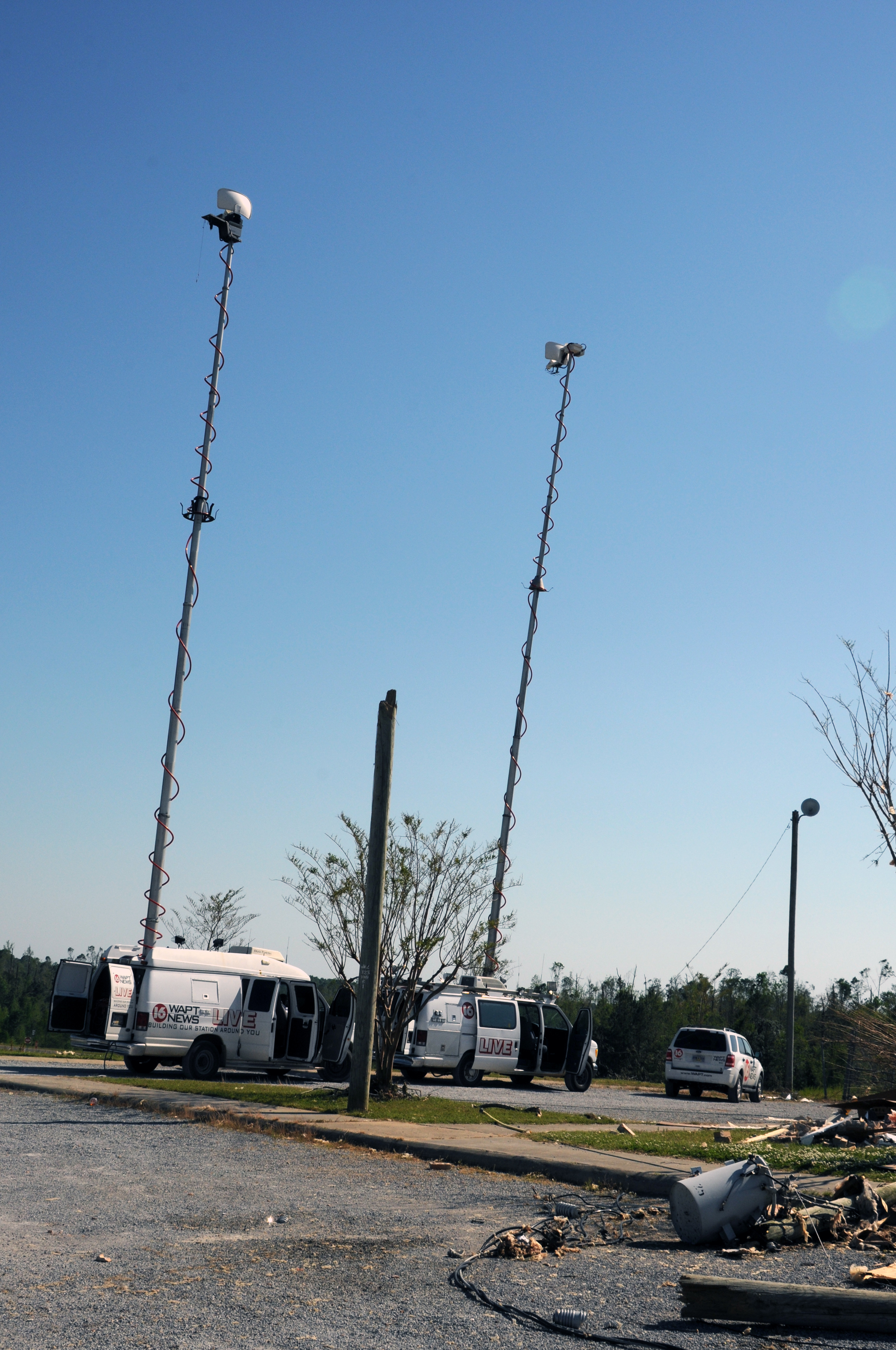 File:FEMA - 44035 - News Media Set Up at State-FEMA Disaster