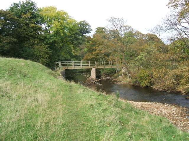 Footbridge over River Eden - geograph.org.uk - 1533270