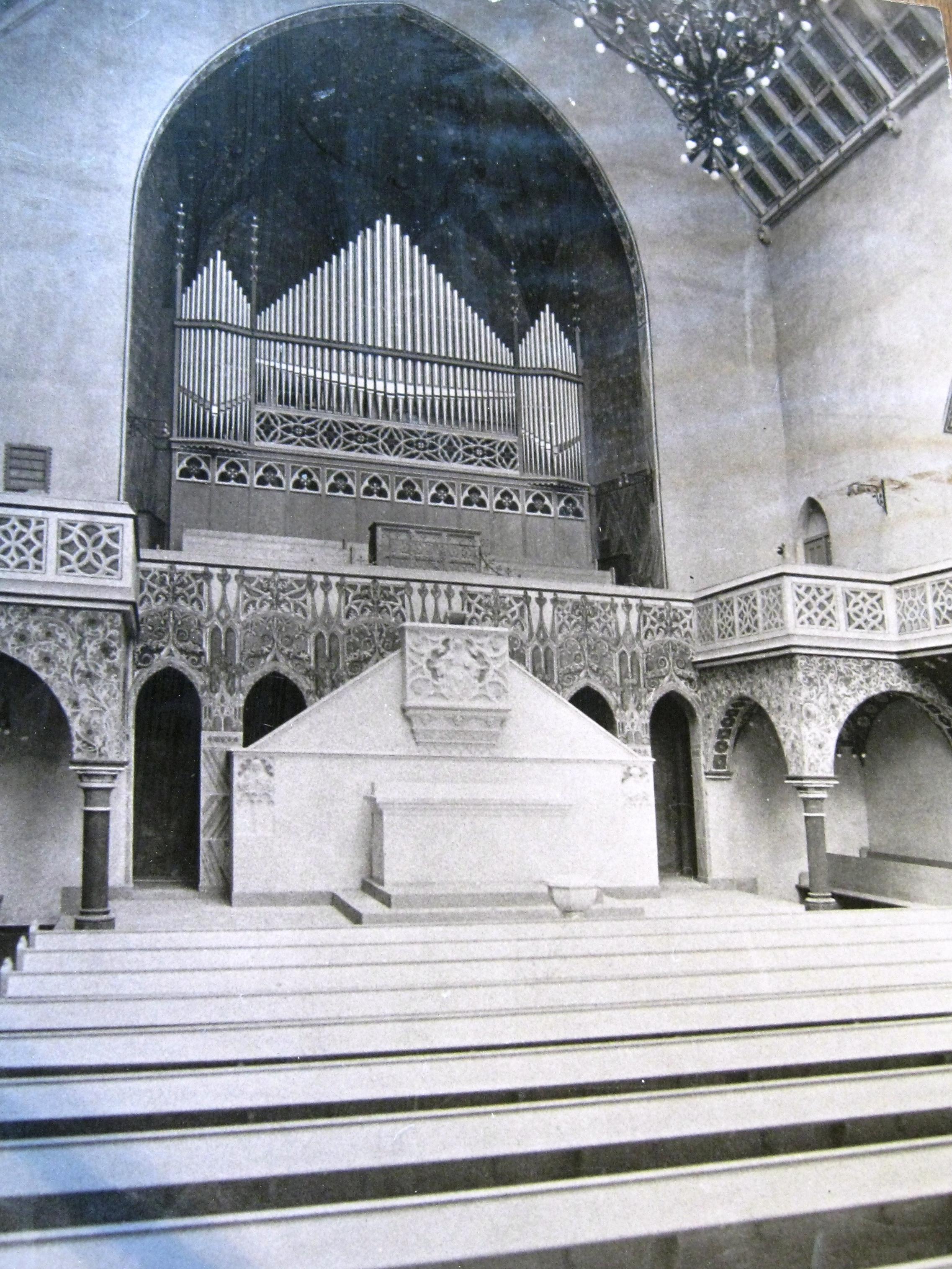 Galiläakirche Altar und Orgel 1910.JPG
